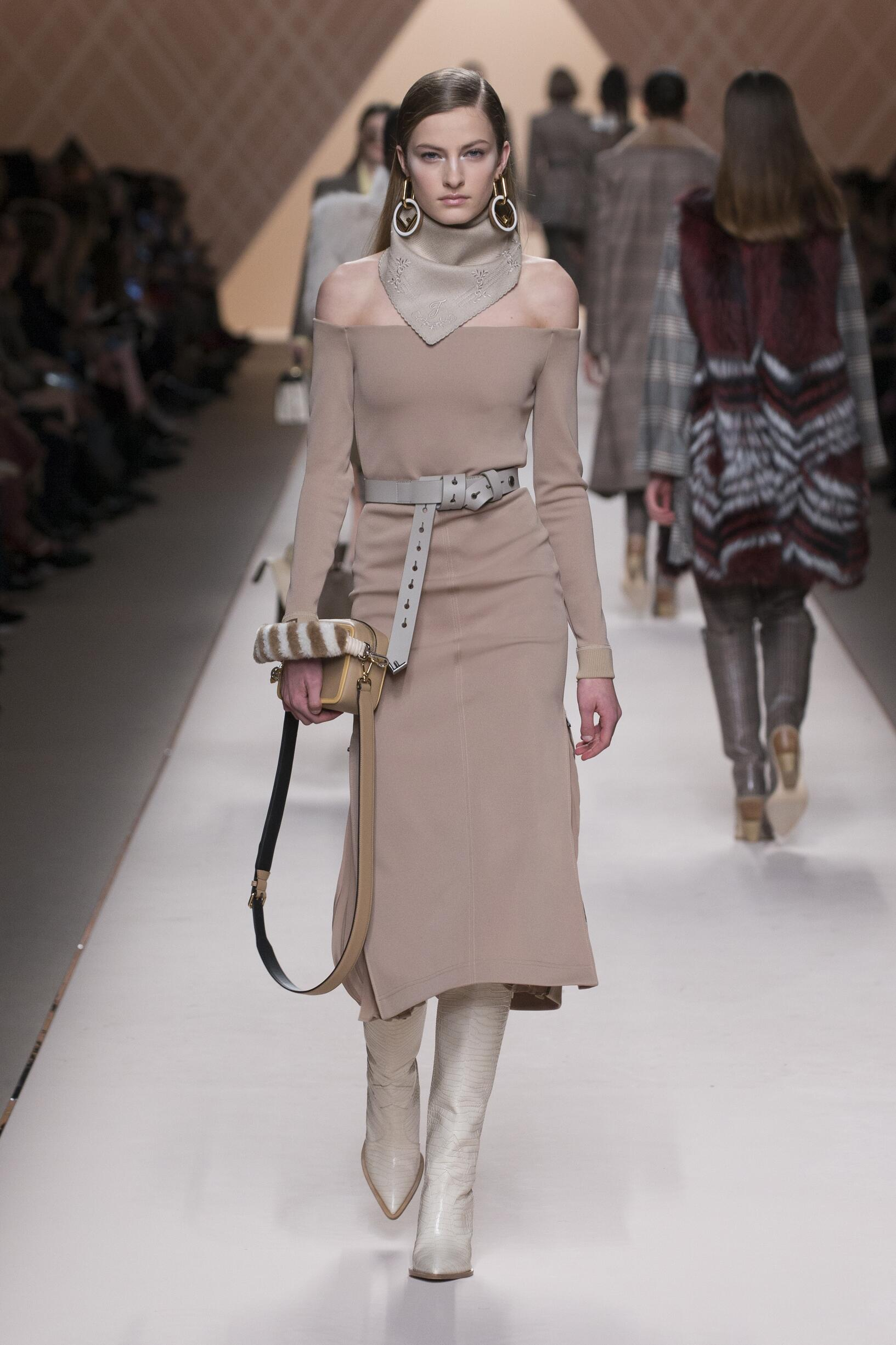 Runway Fendi Fall Winter 2018 Women's Collection Milan Fashion Week