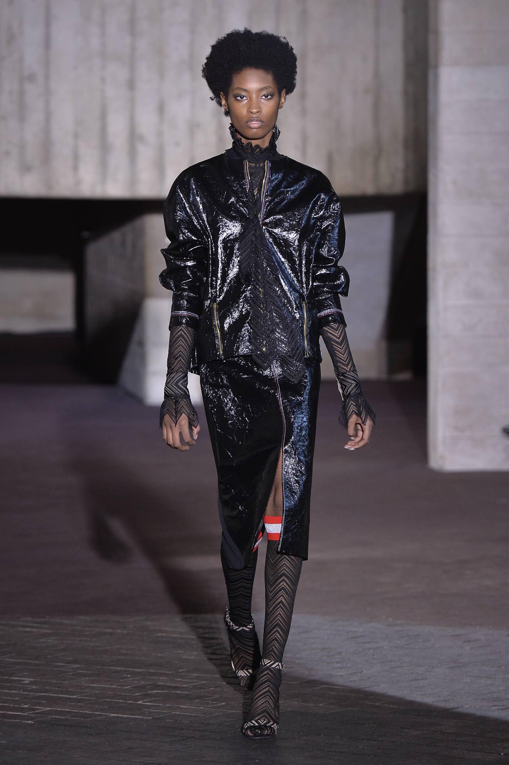 Runway Roland Mouret Fall Winter 2018 Women's Collection London Fashion Week