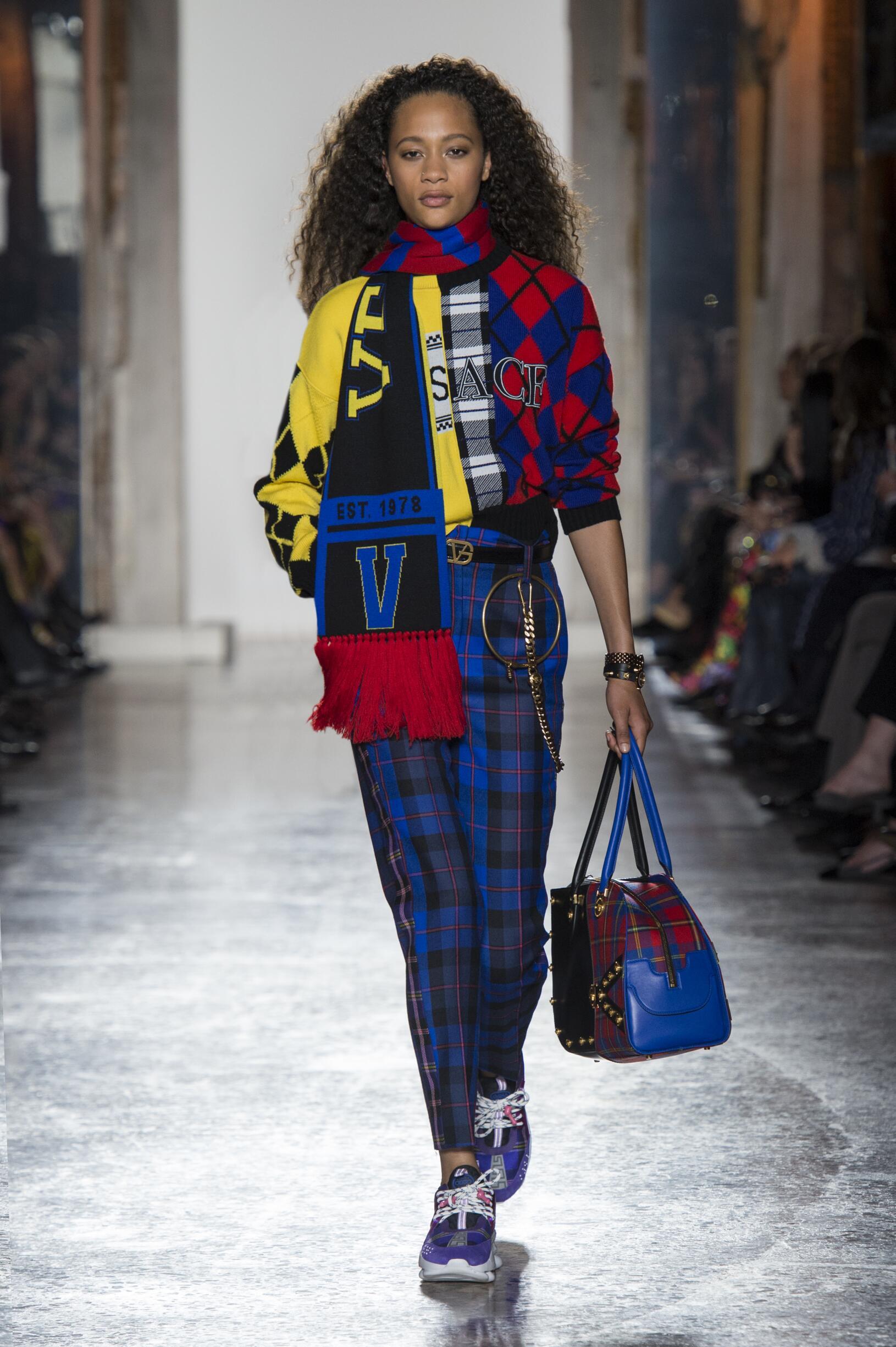 Runway Versace Fall Winter 2018 Women's Collection Milan Fashion Week