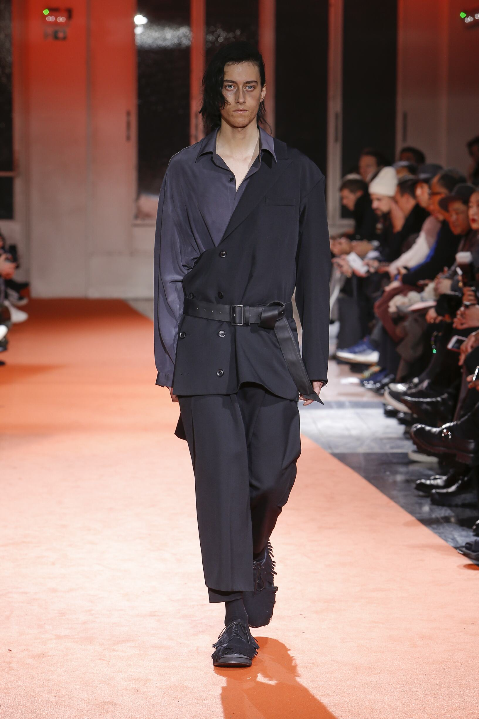 Runway Yohji Yamamoto Fall Winter 2018 Men's Collection Paris Fashion Week