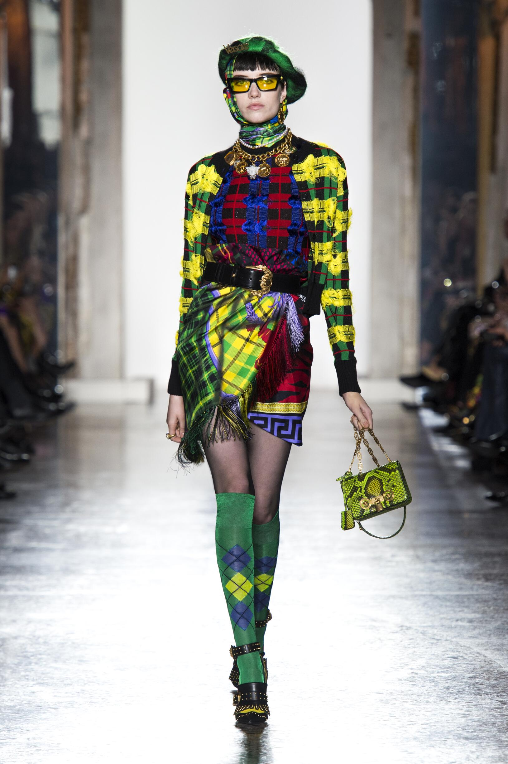 VERSACE FALL WINTER 2018 WOMEN'S COLLECTION | The Skinny Beep