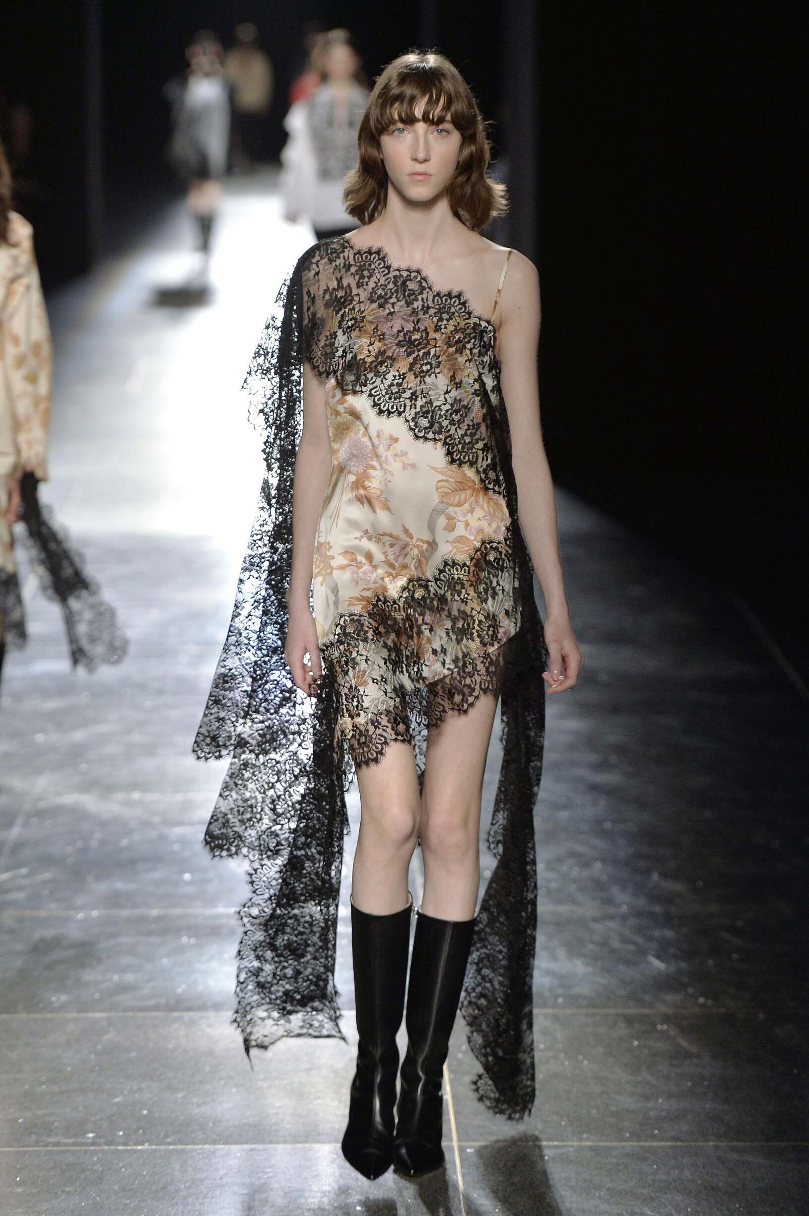 Winter 2018 Fashion Trends Christopher Kane