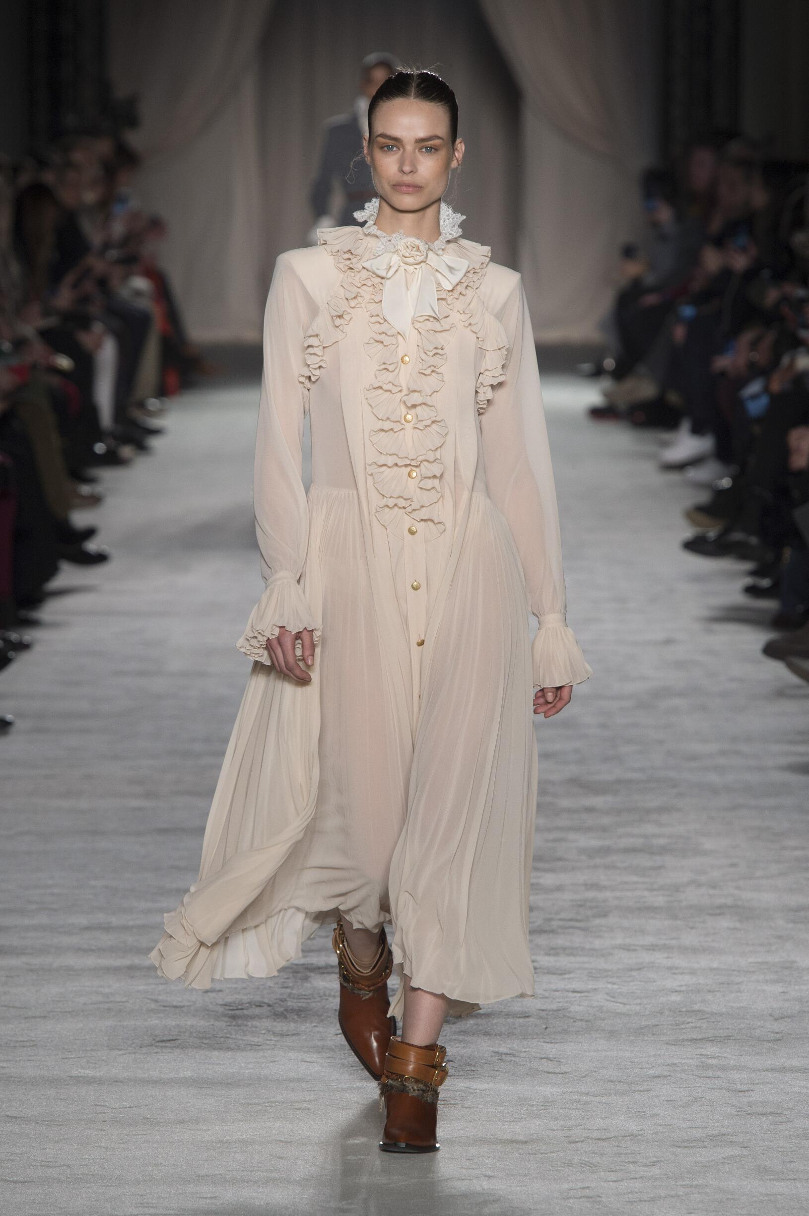 Woman FW 2018-19 Fashion Show Philosophy di Lorenzo Serafini