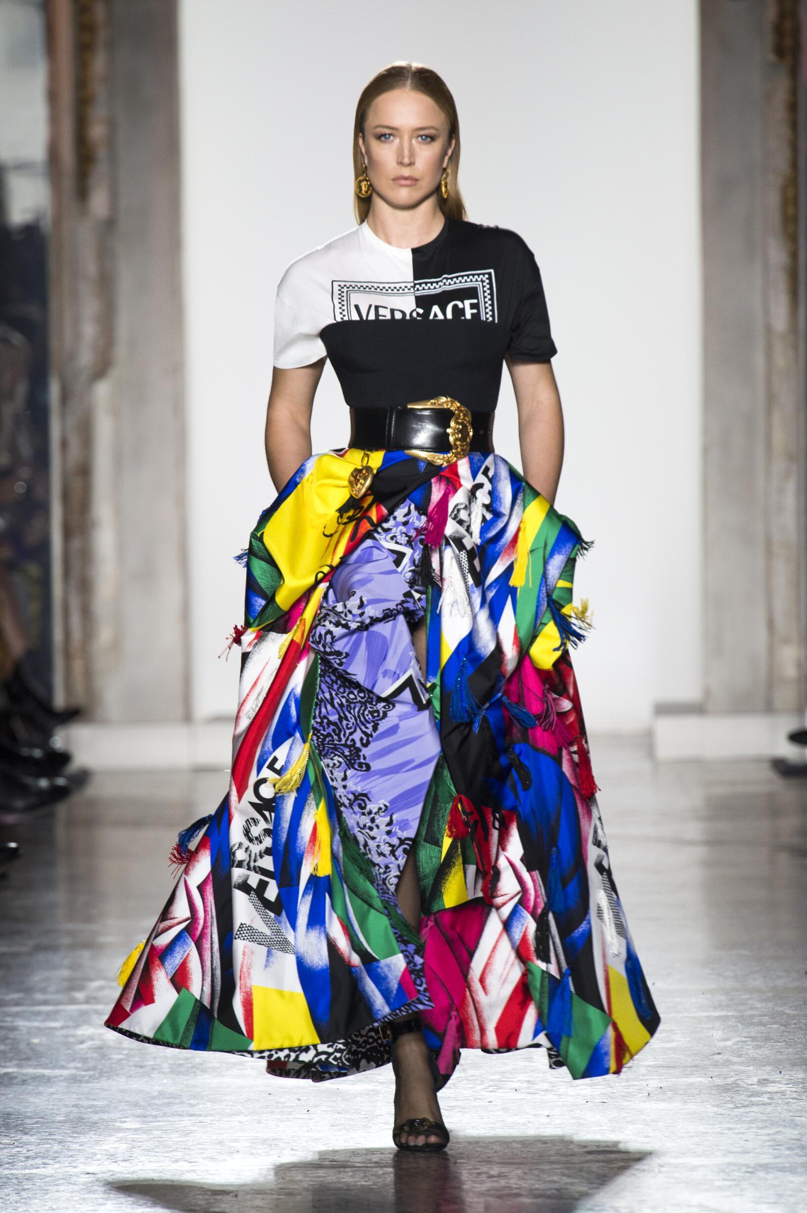 Woman FW 2018-19 Versace Fashion Show Milan