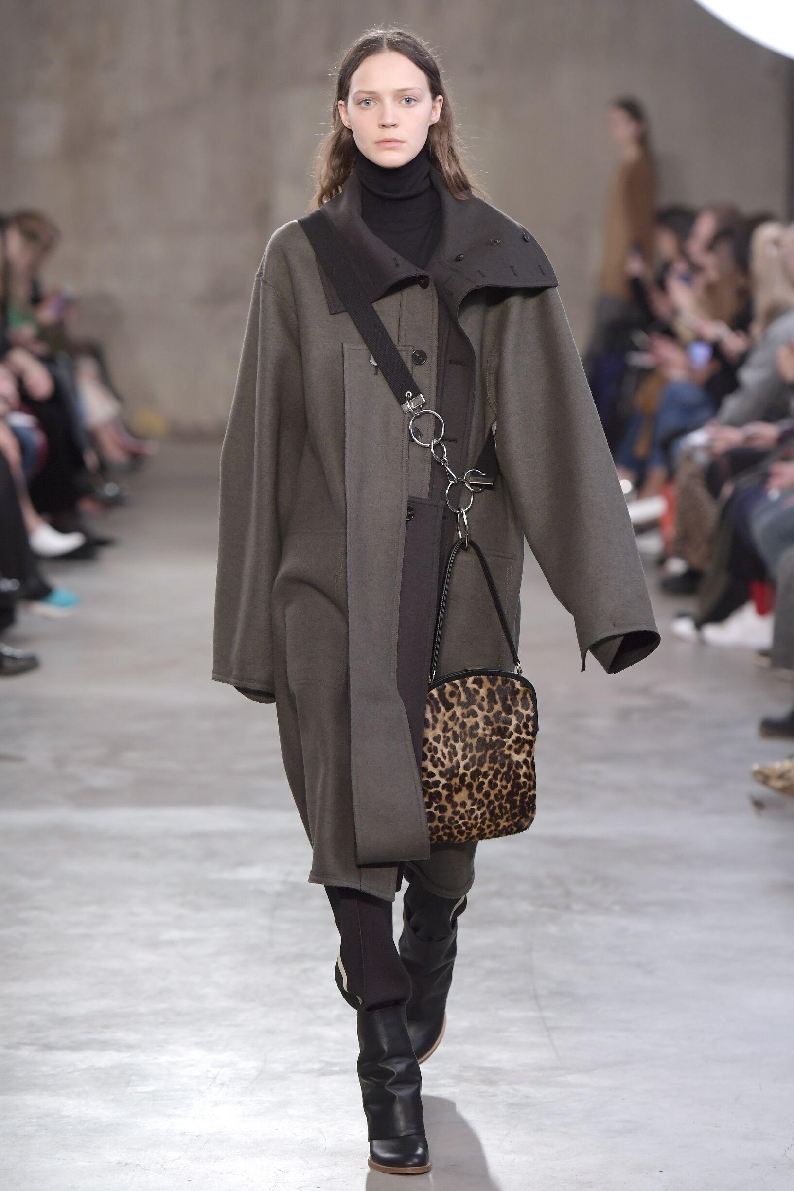 Woman Fall 2018 Fashion Trends Ports 1961