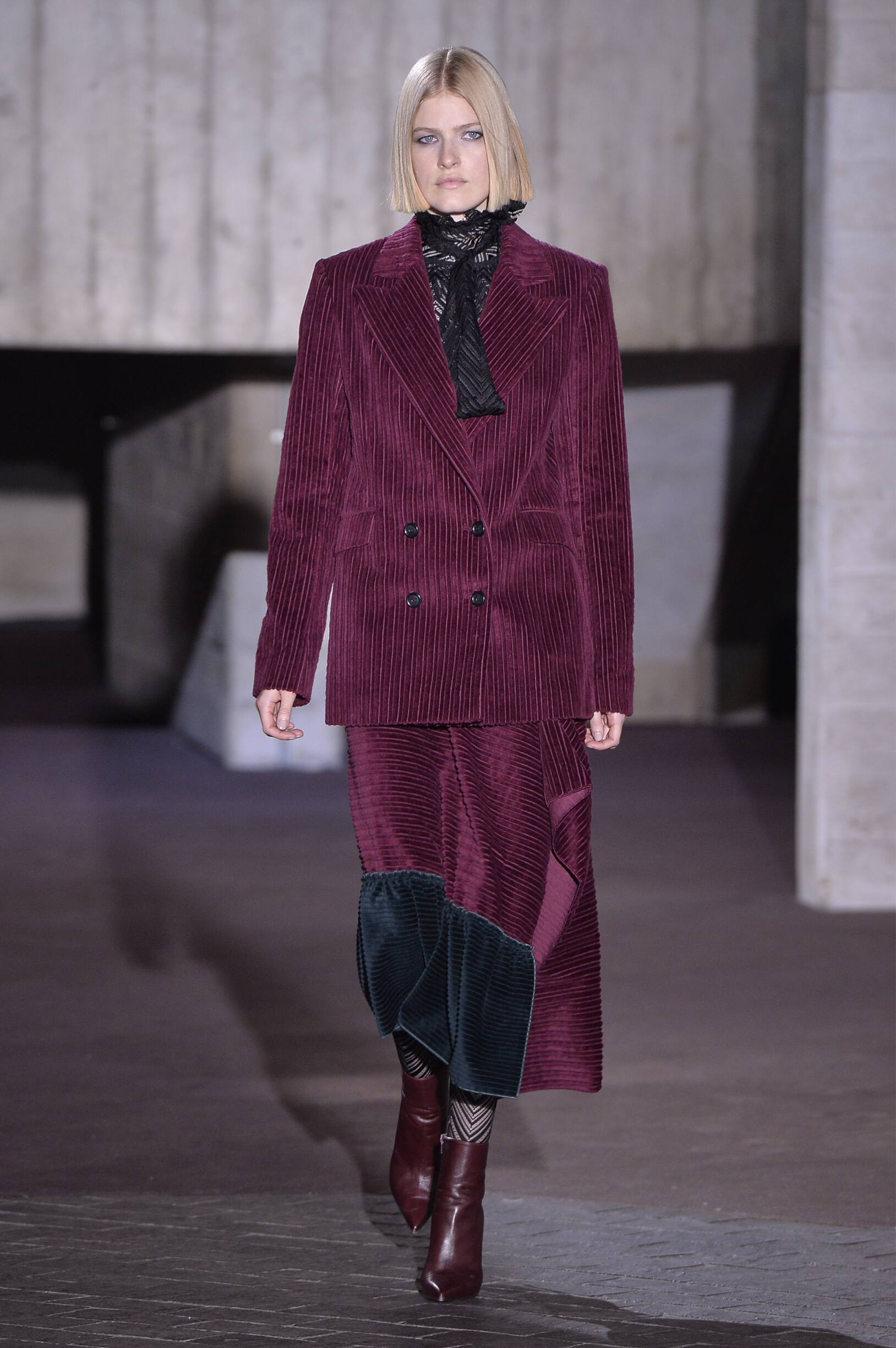 Woman Fall 2018 Fashion Trends Roland Mouret