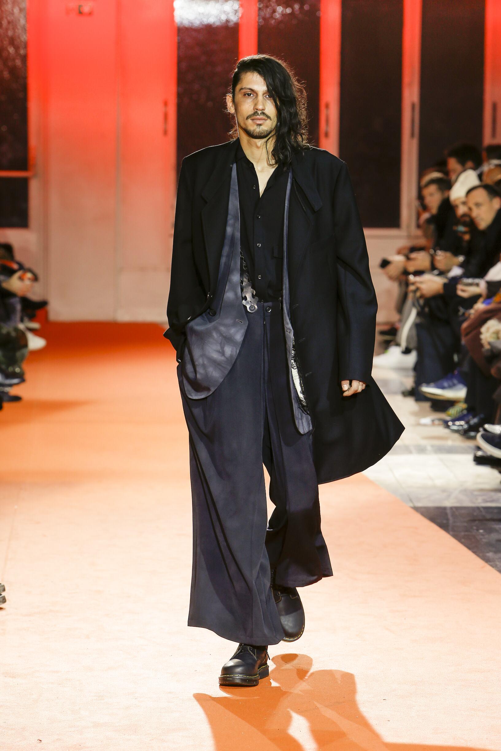 Yohji Yamamoto Fashion Show FW 2018
