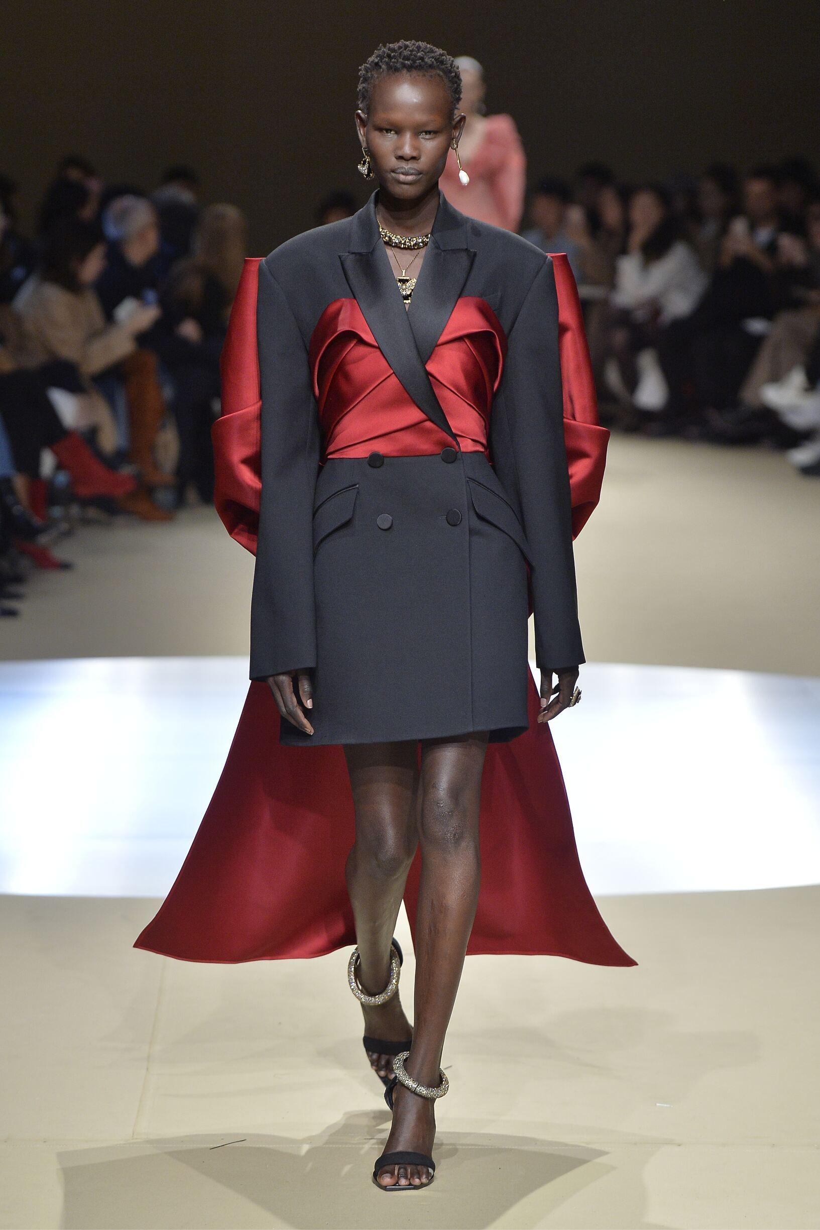 2018 Alexander McQueen Woman Catwalk