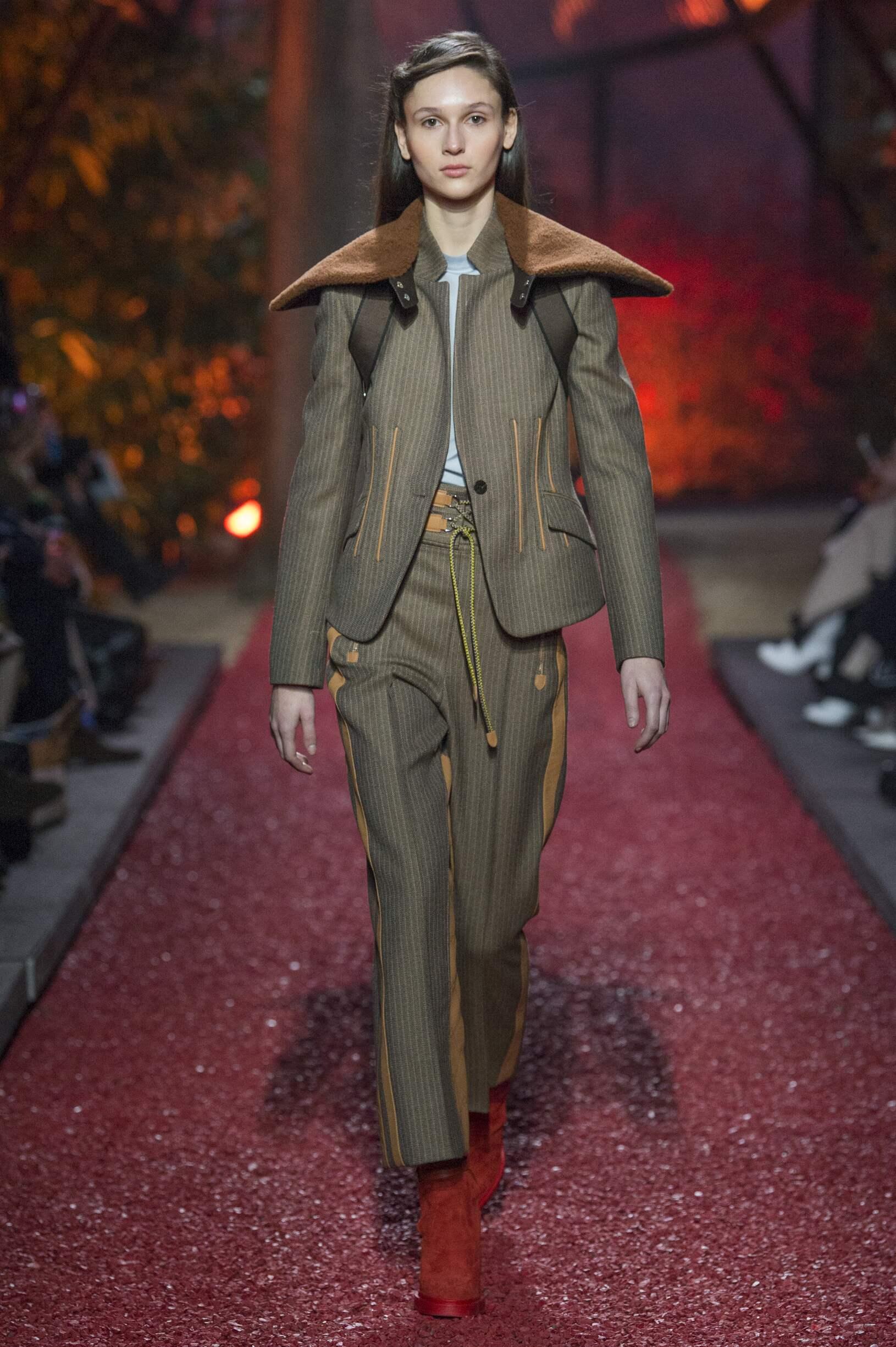 2018 Catwalk Hermès Woman Fashion Show Winter
