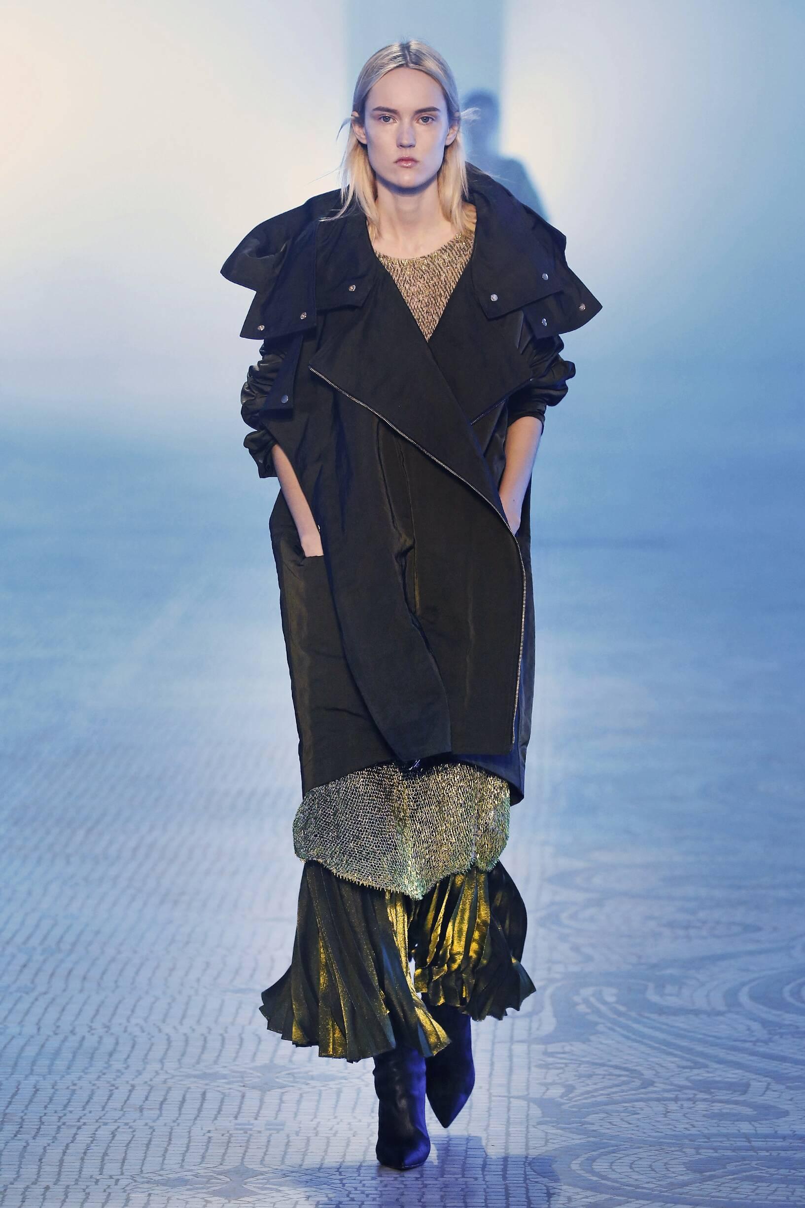 2018 Catwalk Poiret Woman Fashion Show Winter
