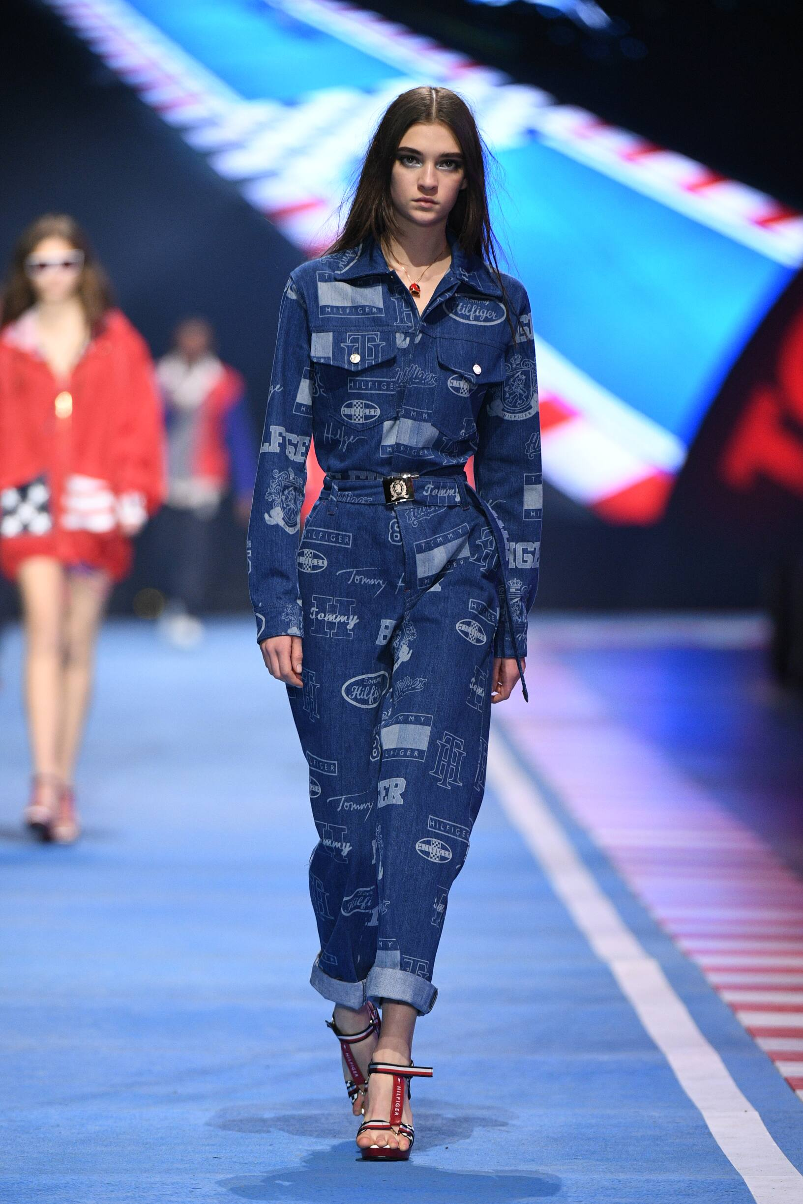 2018 Catwalk Tommy Now Drive Woman Fashion Show Spring