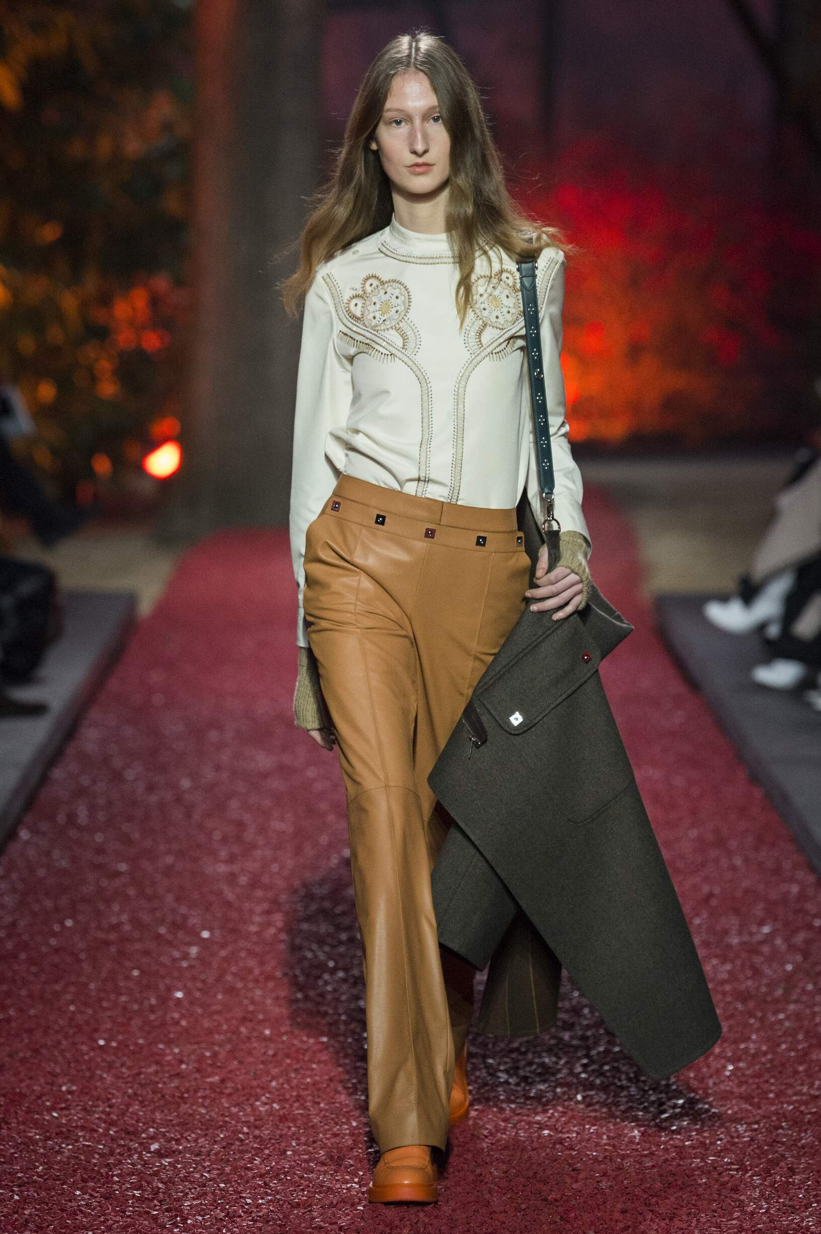 2018 Hermès Woman Catwalk