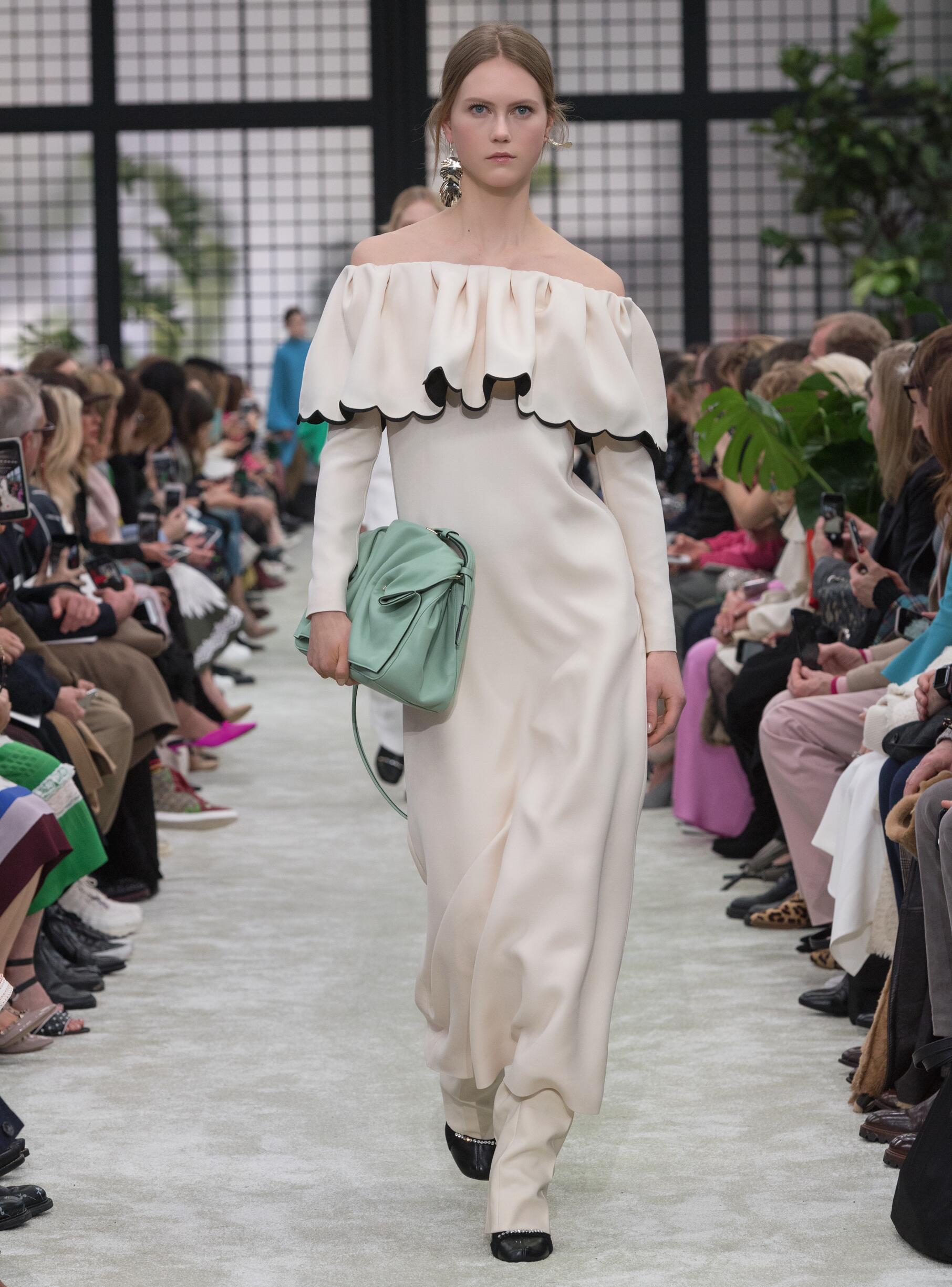 2018 Valentino Woman Catwalk