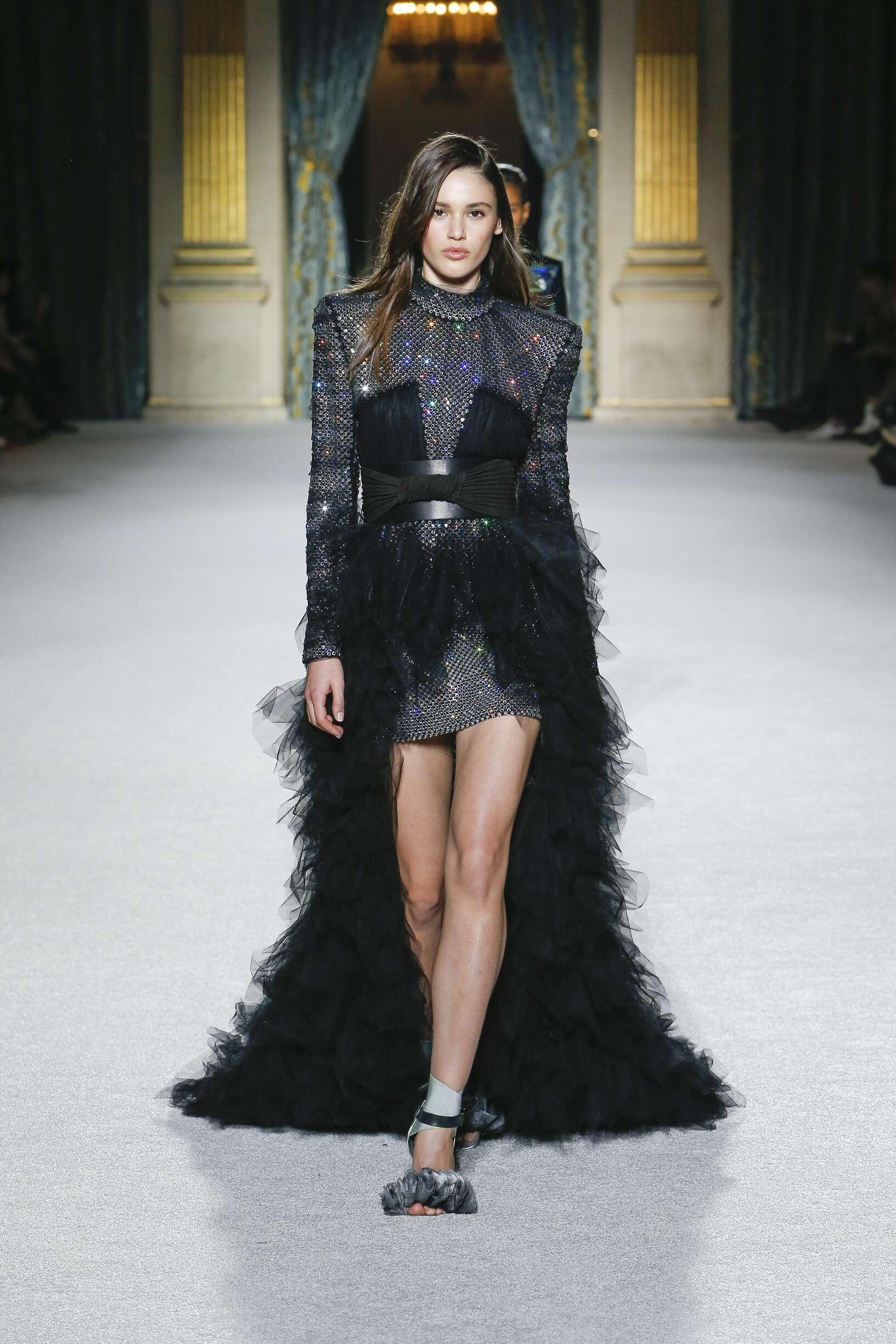2018 Woman Balmain Trends Paris Fashion Week