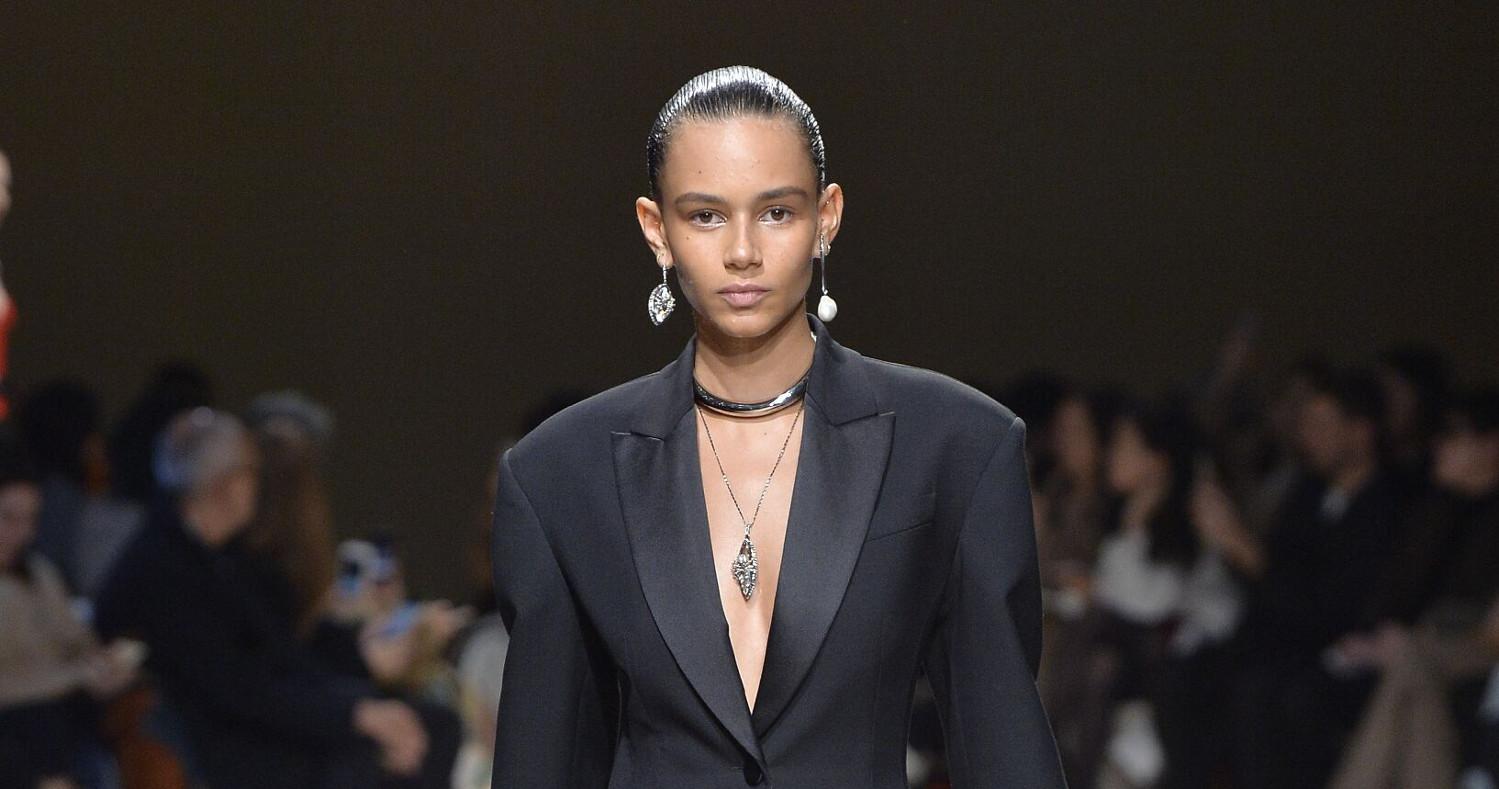 Alexander McQueen Fashion Show FW 2018 Paris