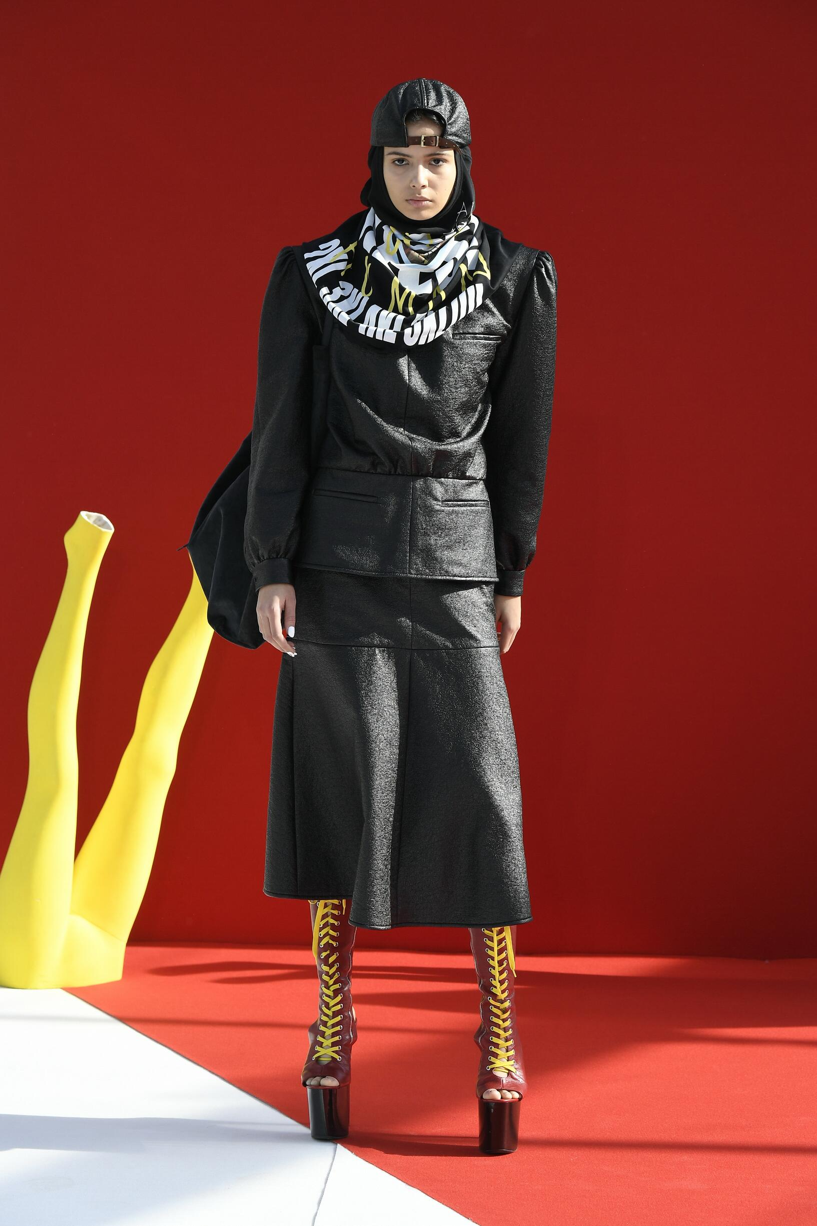 Andreas Kronthaler For Vivienne Westwood Fall Winter 2018-19 Fashion Show Look 27