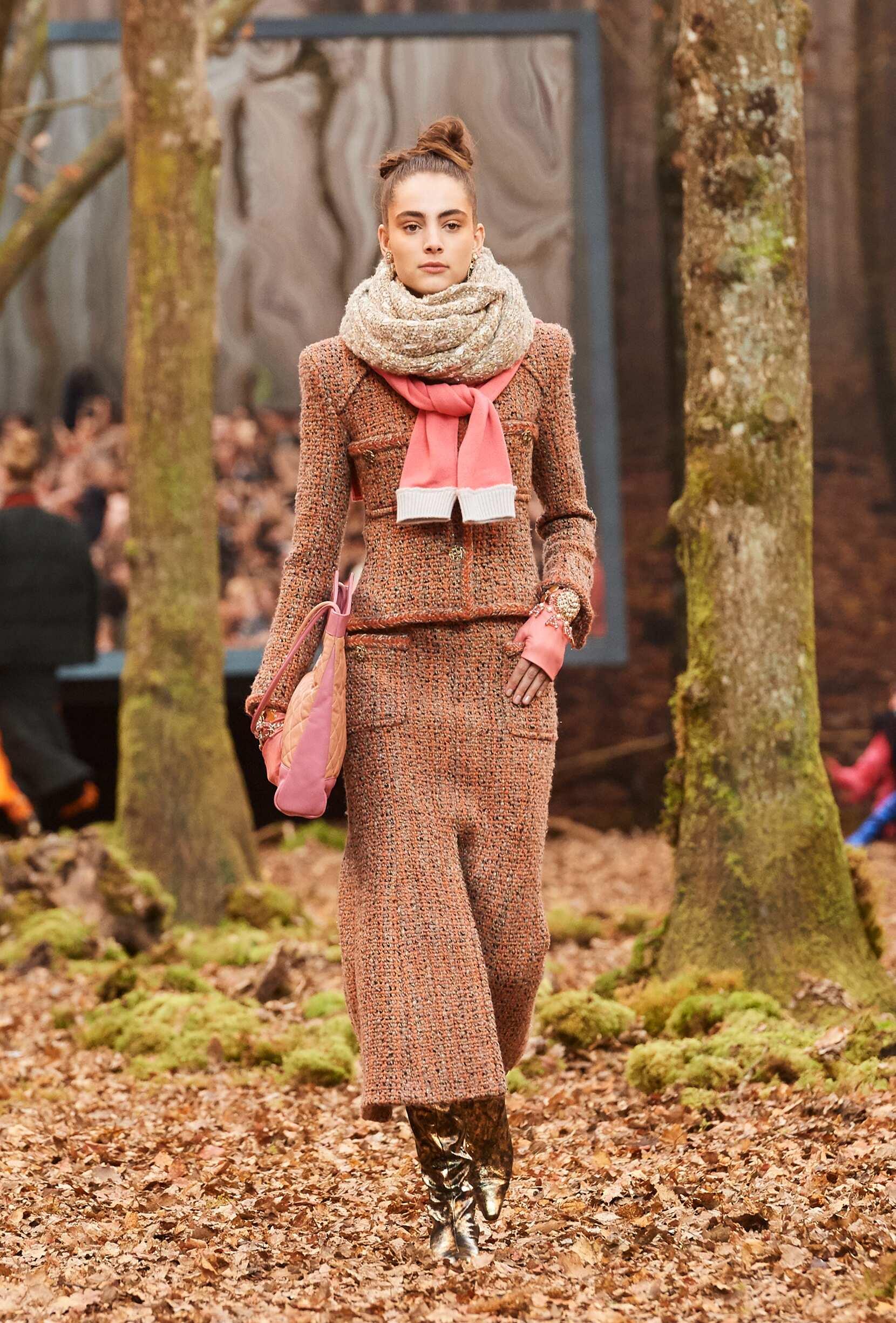 Catwalk Chanel Women Fashion Show Winter 2018