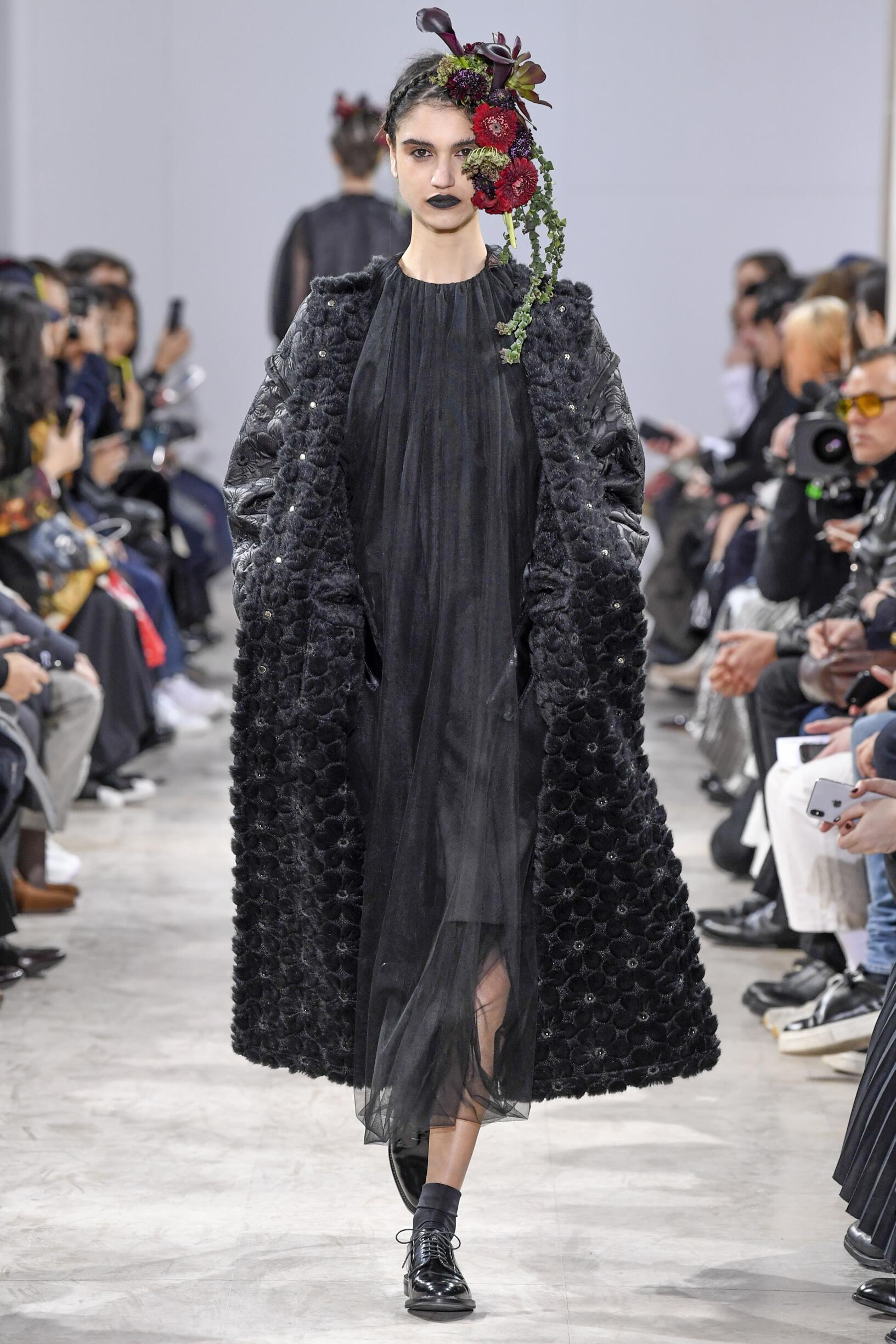 Catwalk Noir Kei Ninomiya Woman Fashion Show Winter 2018