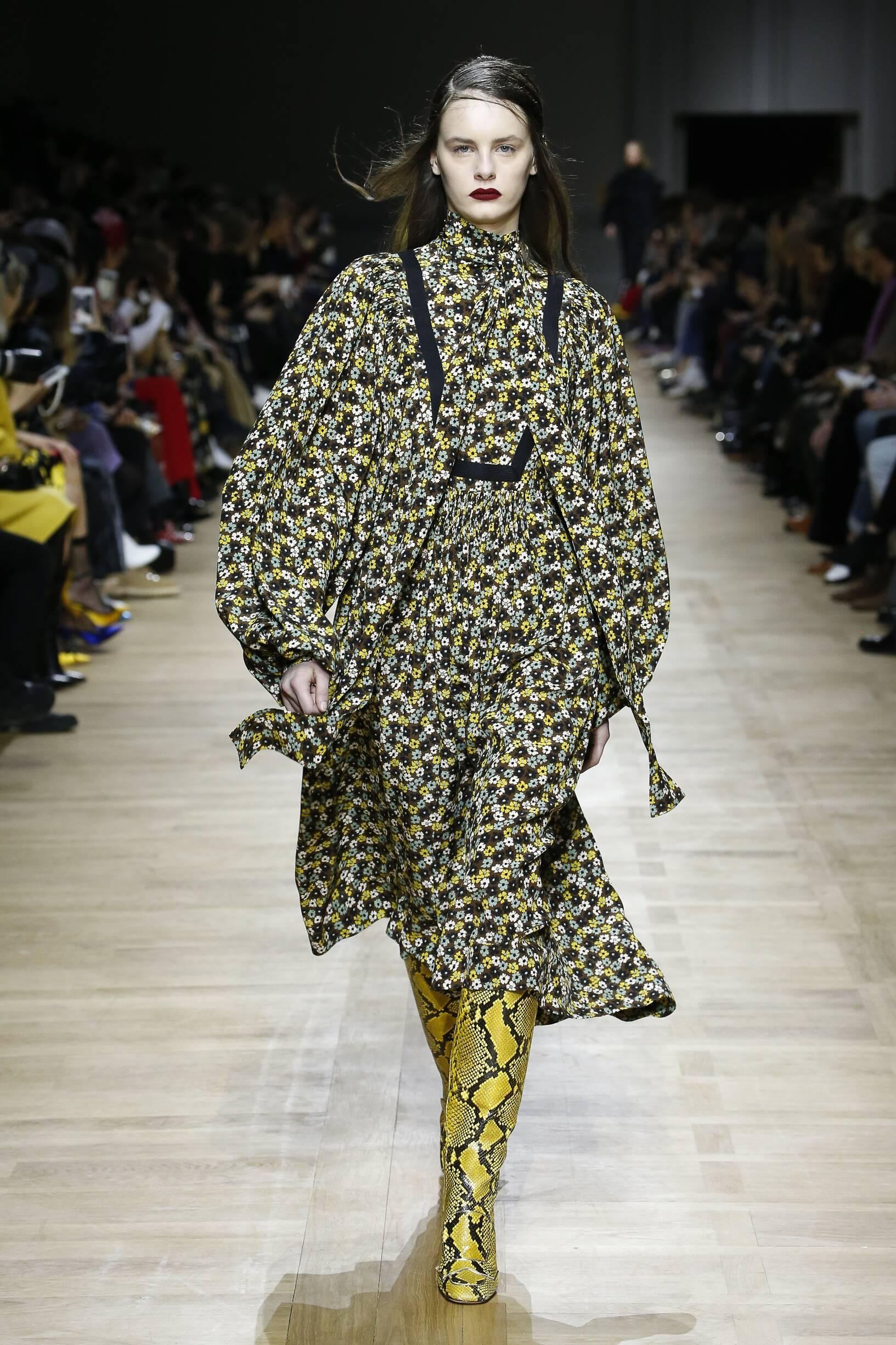 Catwalk Rochas Woman Fashion Show Winter 2018