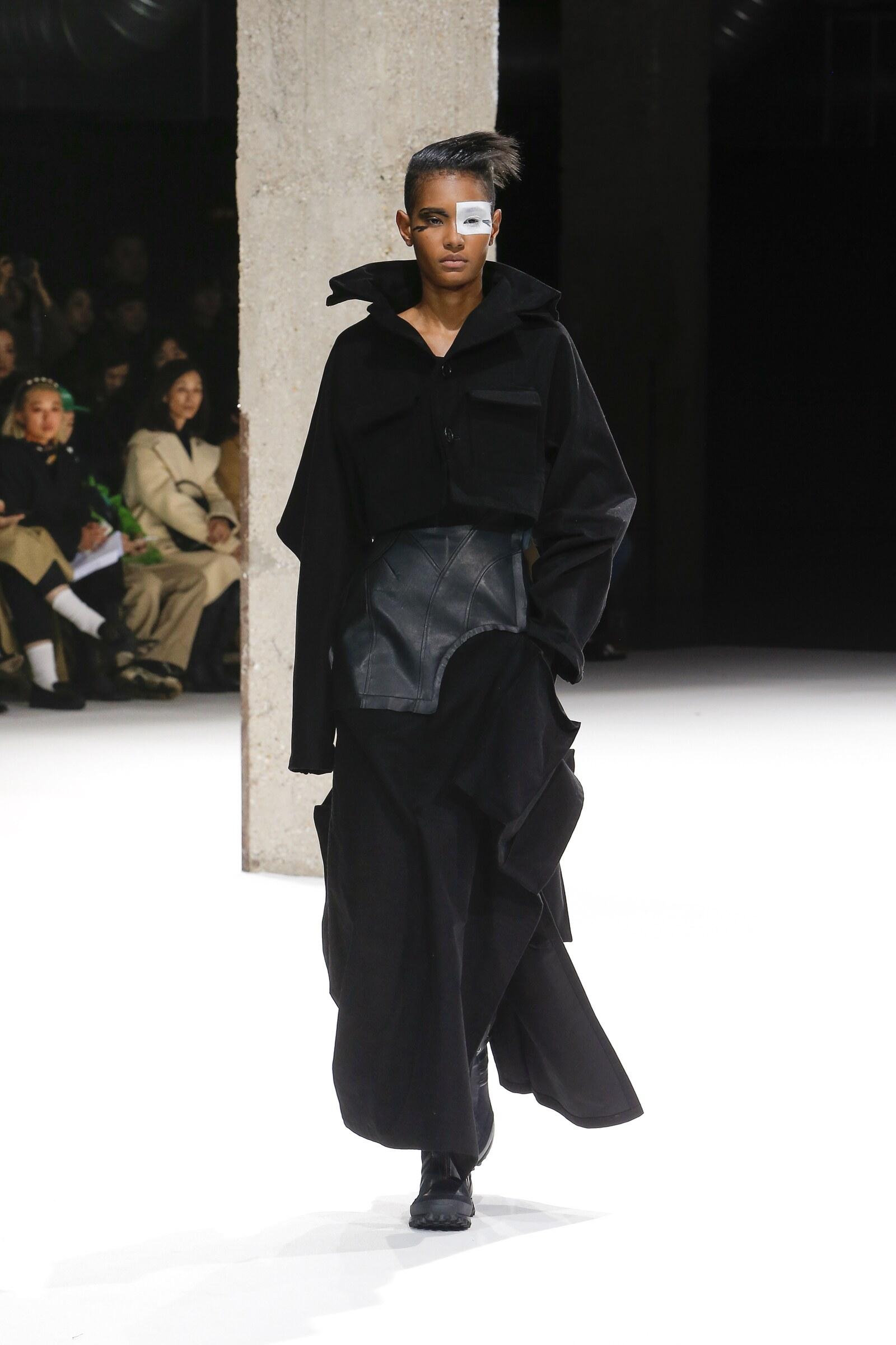 Catwalk Yohji Yamamoto Woman Fashion Show Winter 2018