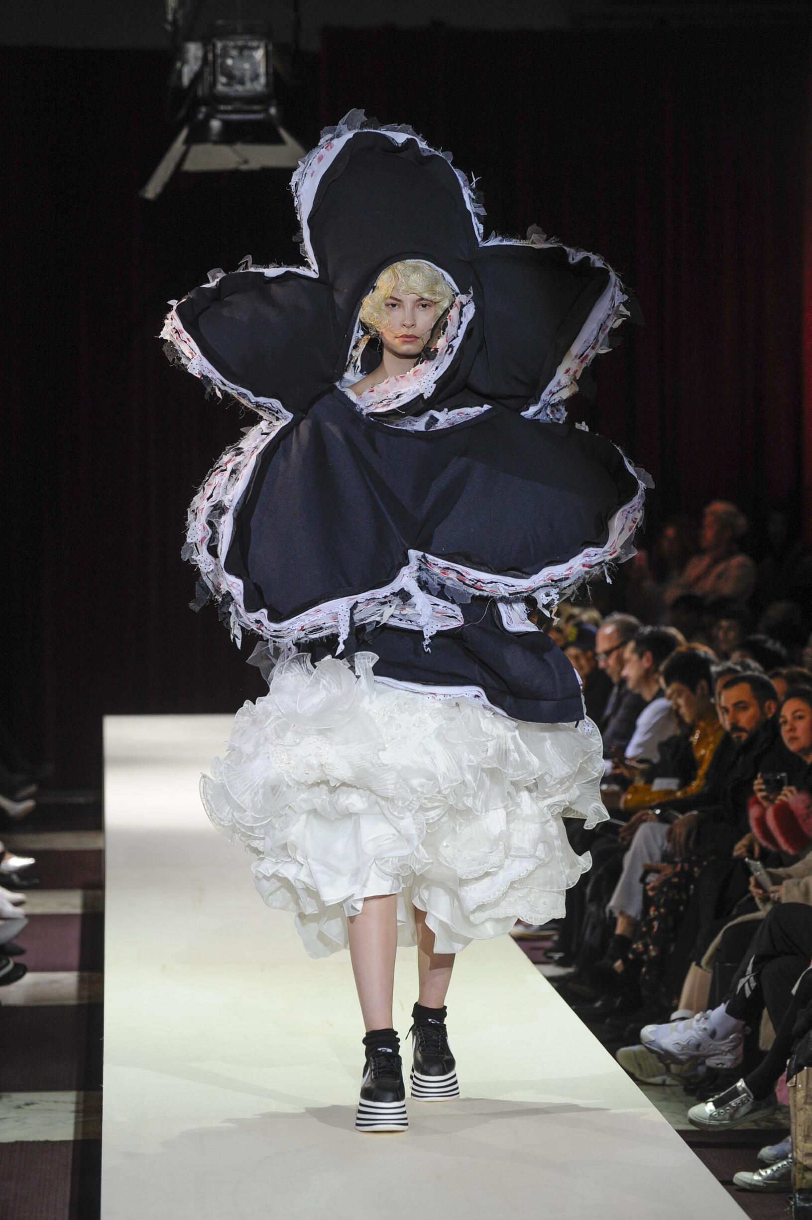 FW 2018-19 Comme des Garçons Fashion Show