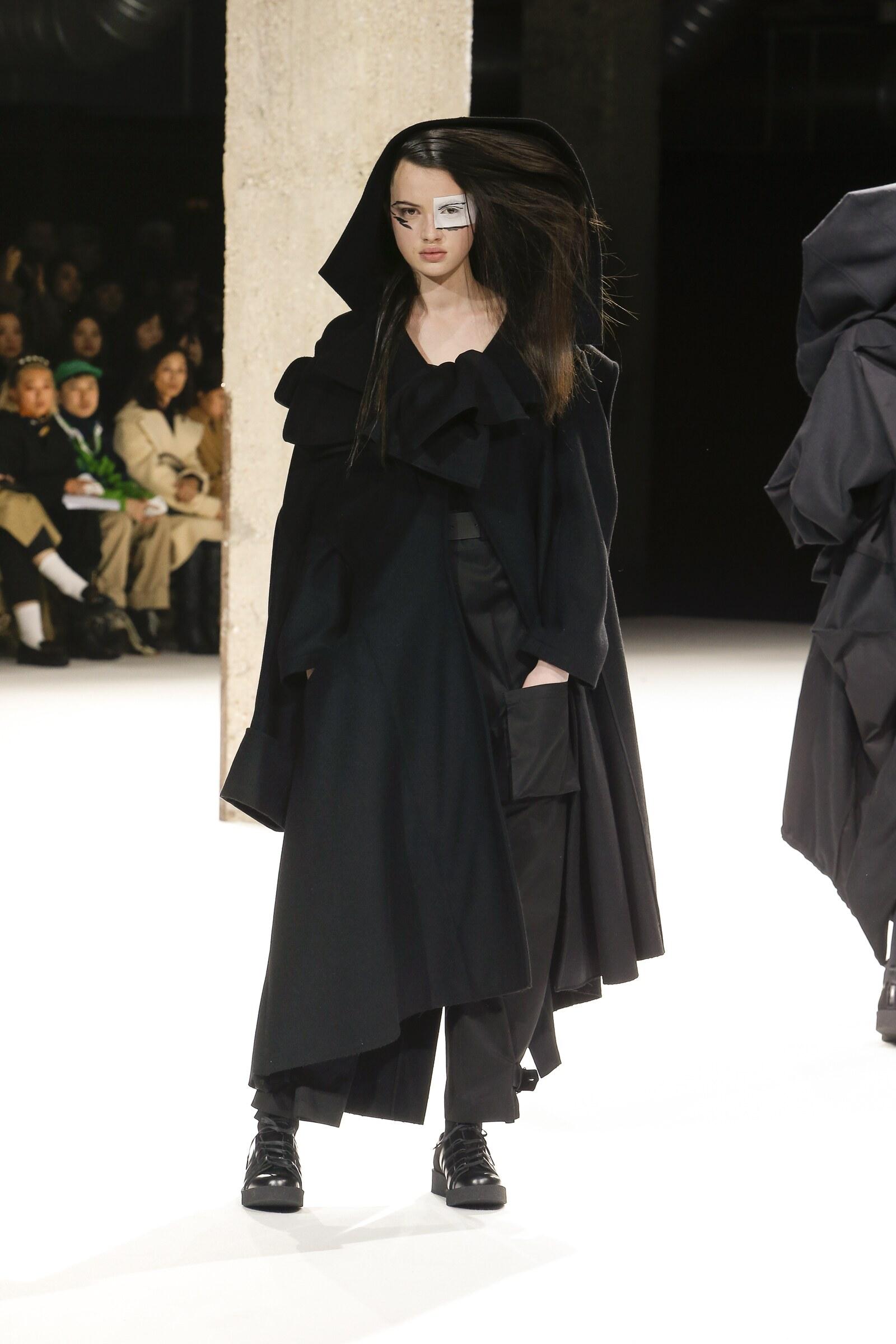 Fall 2018-19 Womenswear Yohji Yamamoto