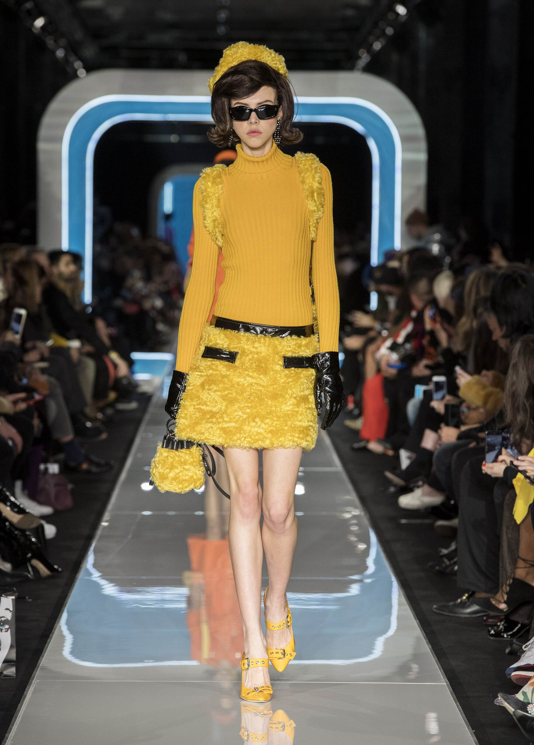 Fall Fashion Woman Trends 2018 Moschino