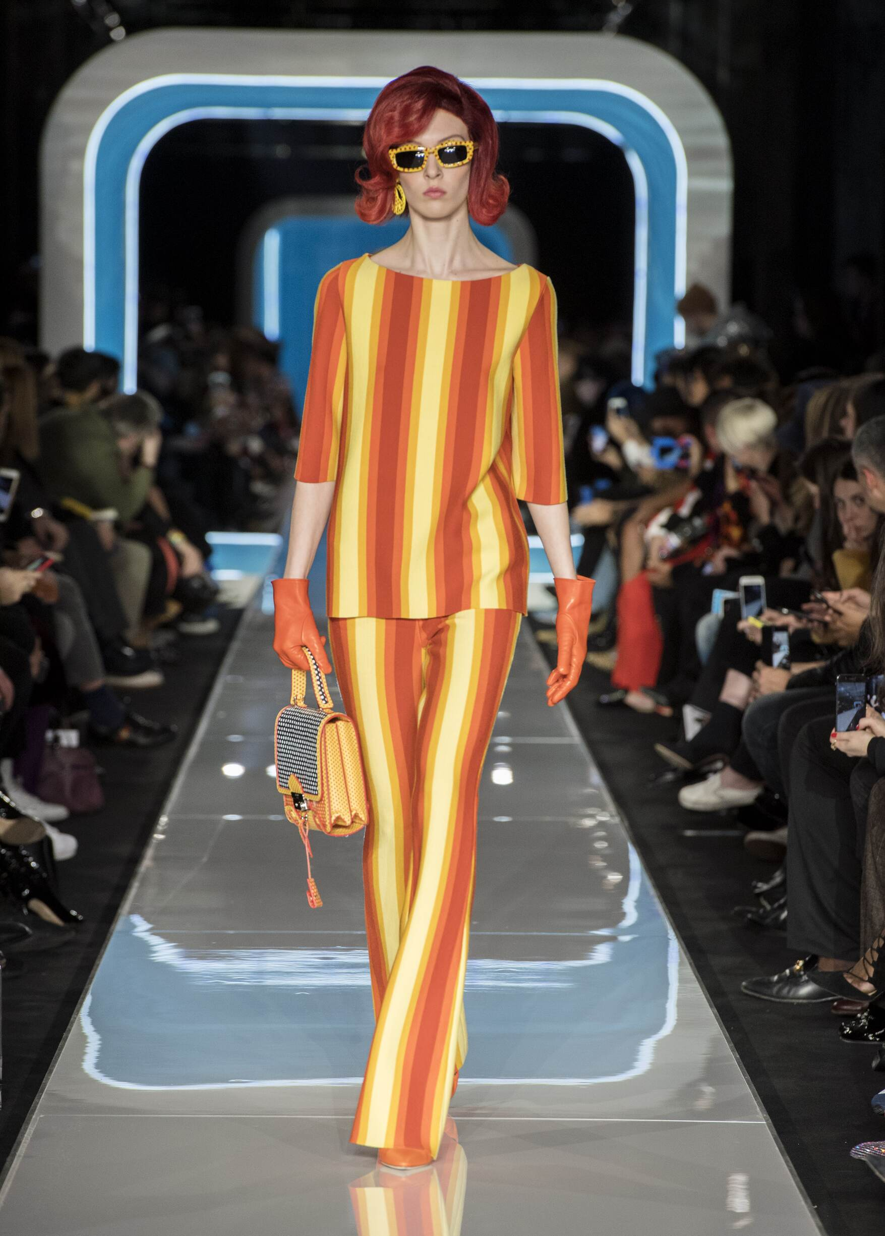 Fall Winter 2018 Woman Milan Moschino Collection