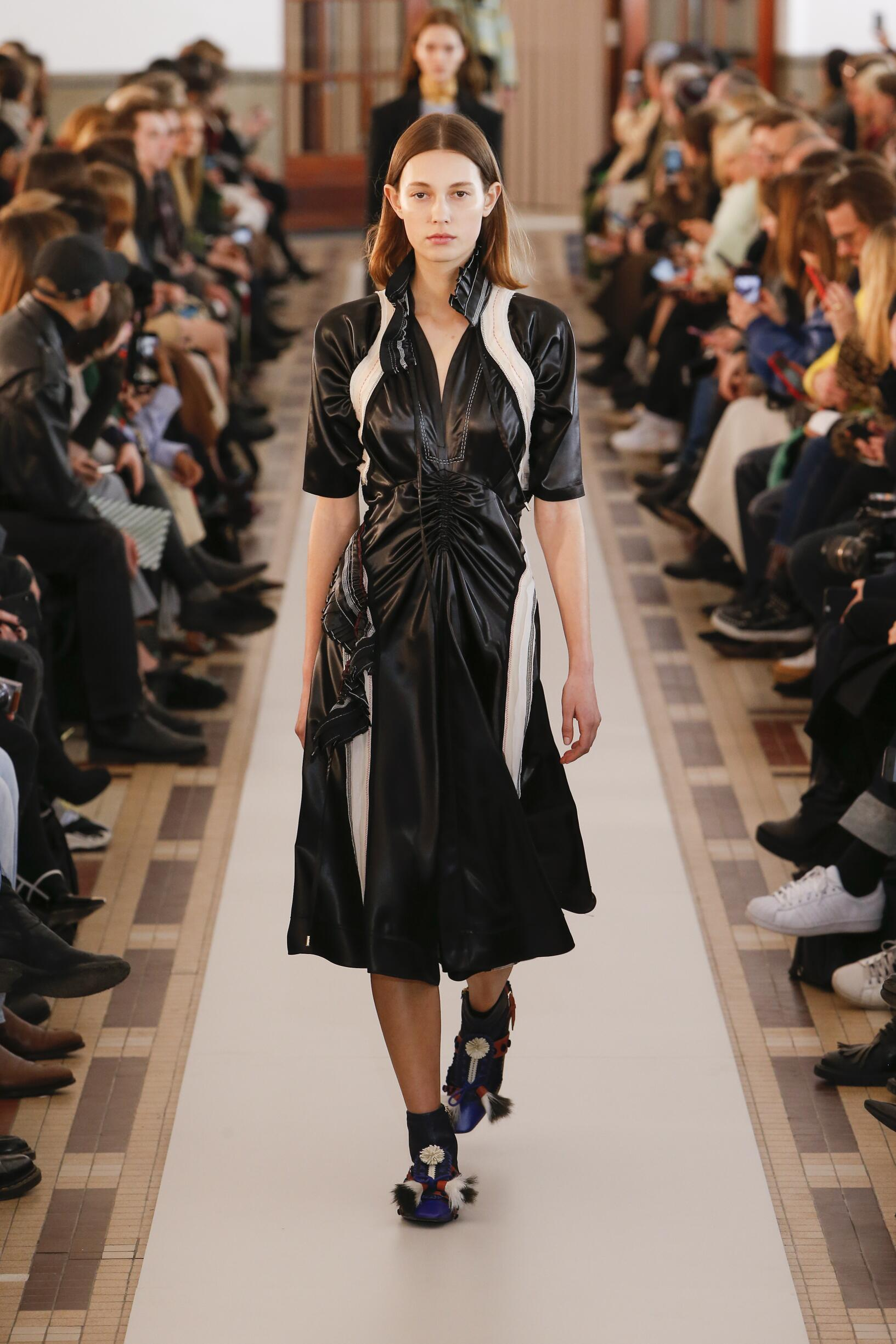 Fall Winter 2018 Woman Paris Carven Collection