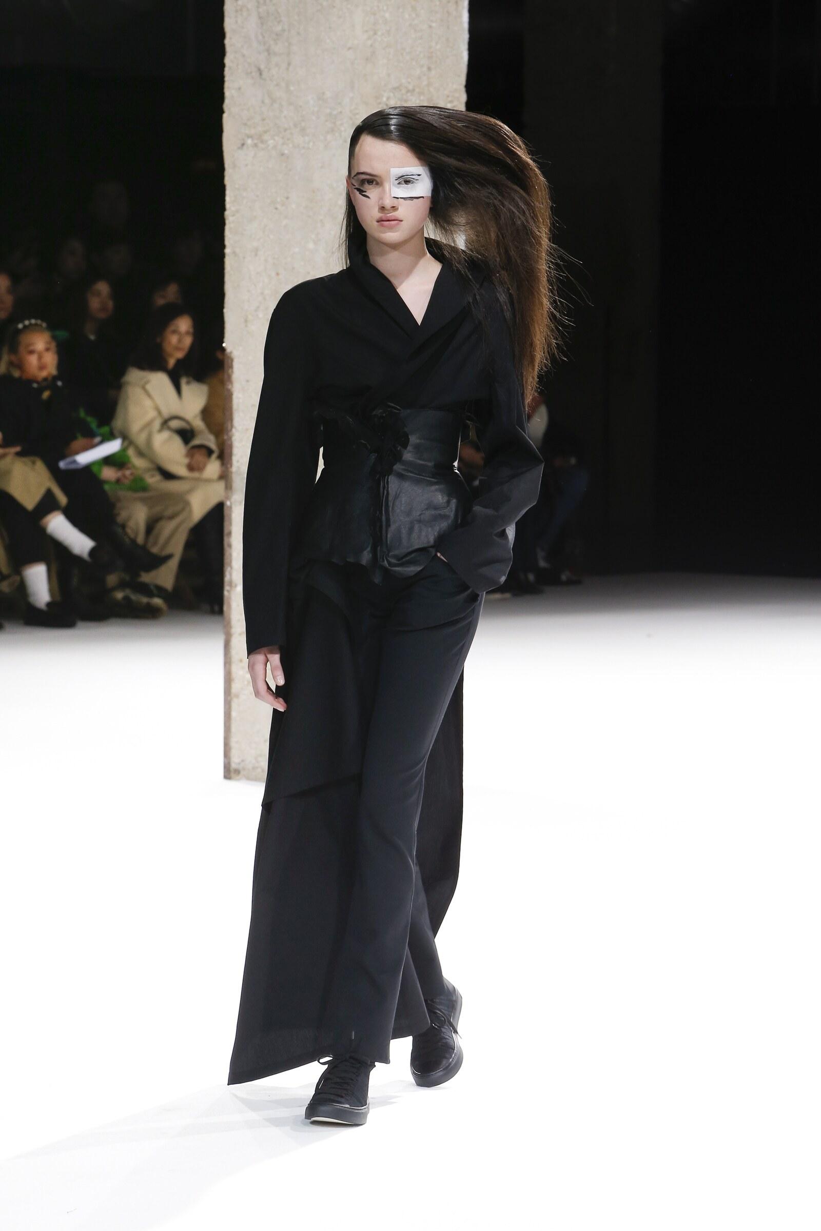 Fall Winter 2018 Woman Paris Yohji Yamamoto Collection