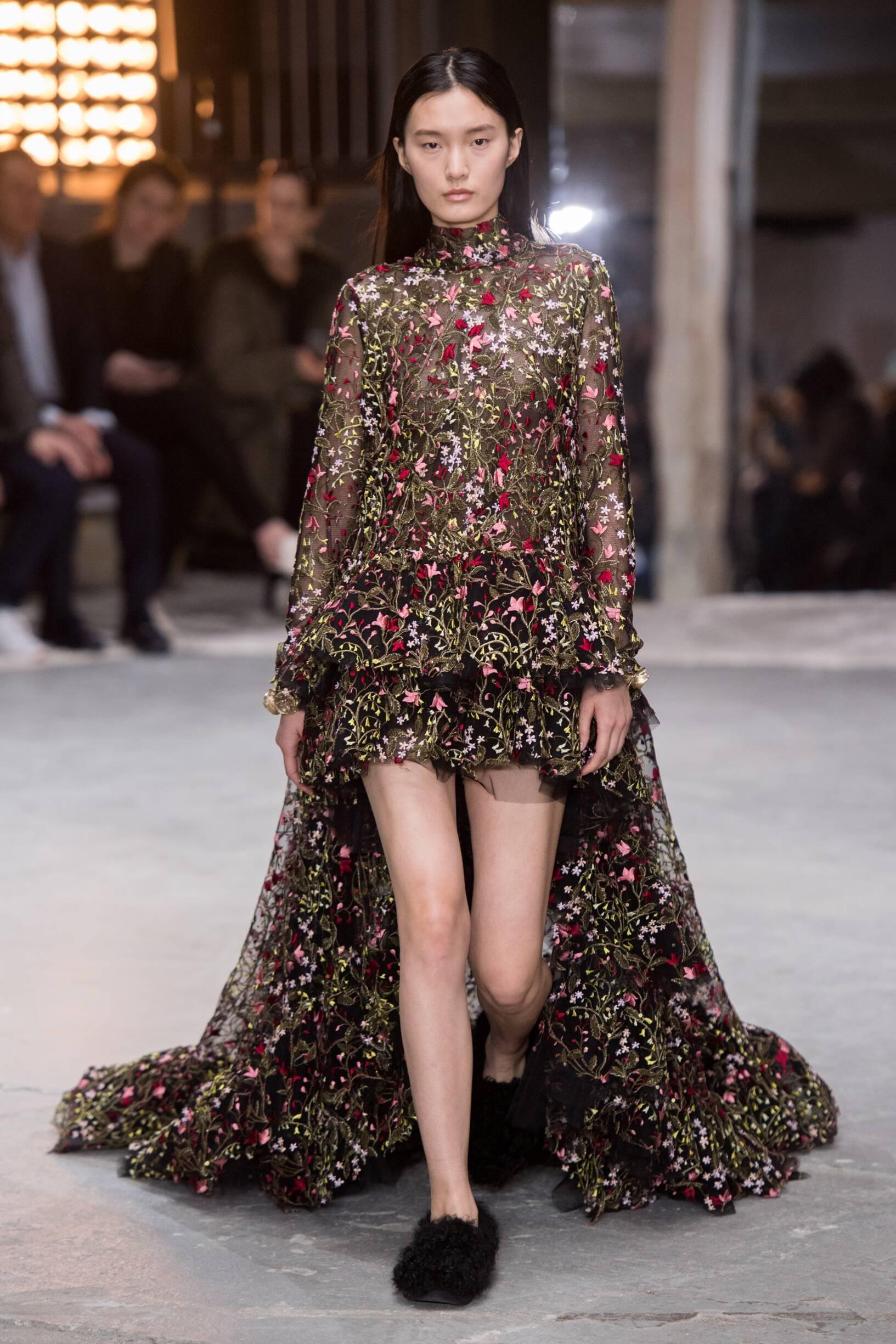 Fashion 2018-19 Woman Colors Giambattista Valli