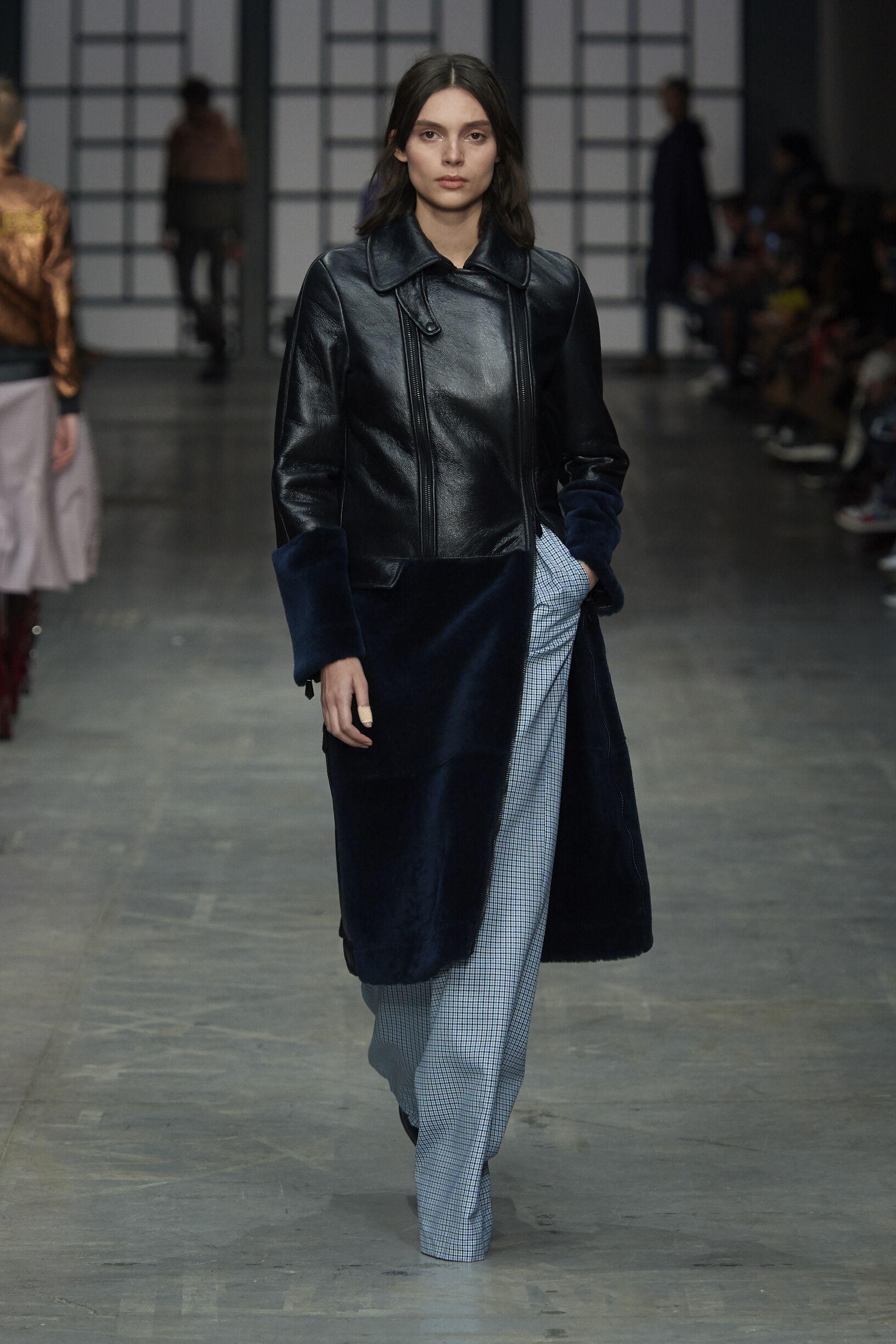 Fashion 2018-19 Woman Colors Trussardi