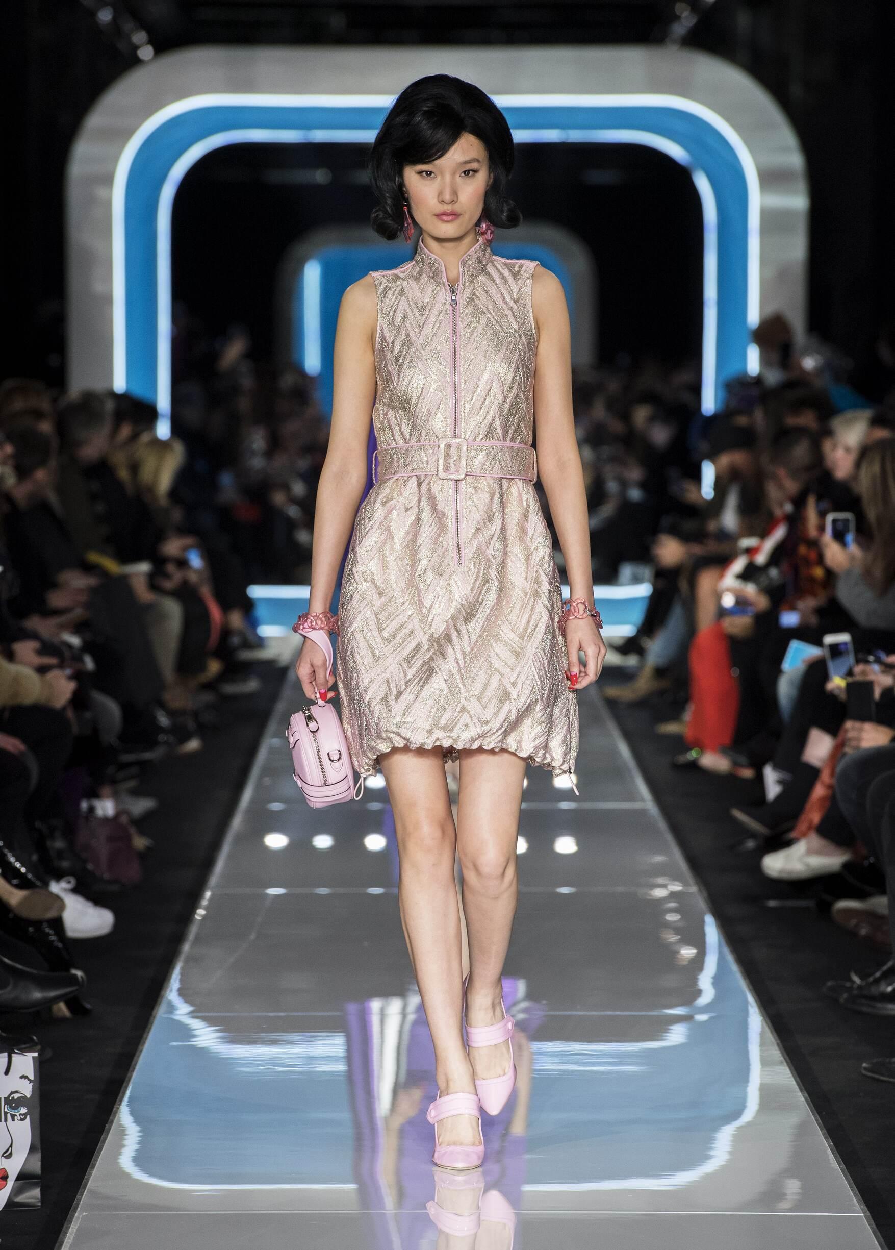 Fashion 2018-19 Woman Style Moschino