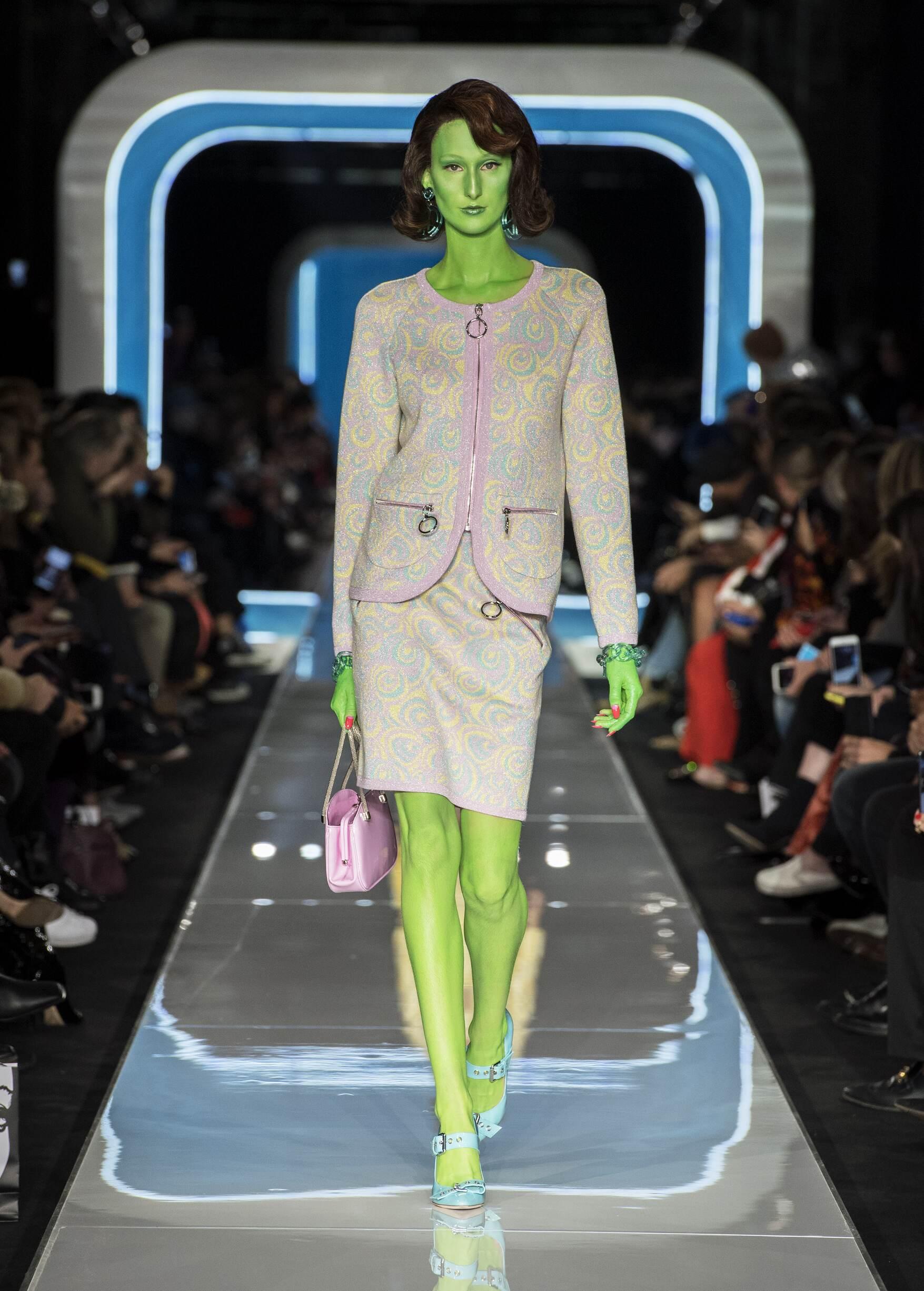 Fashion 2018-19 Woman Trends Moschino
