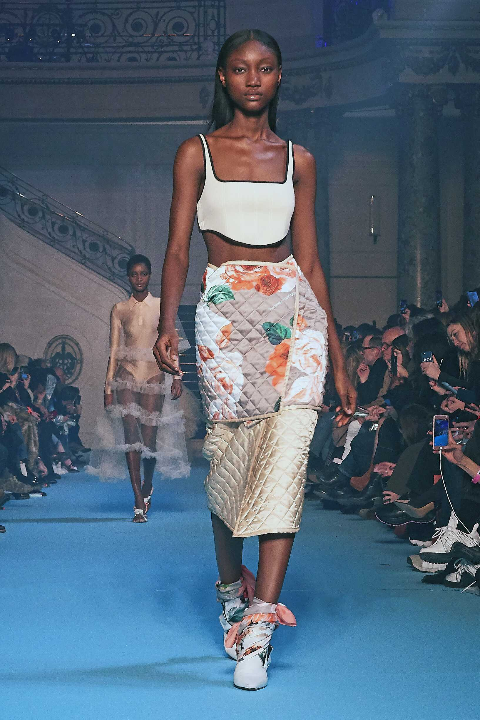 Fashion 2018-2019 Woman Colors Trends Off-White