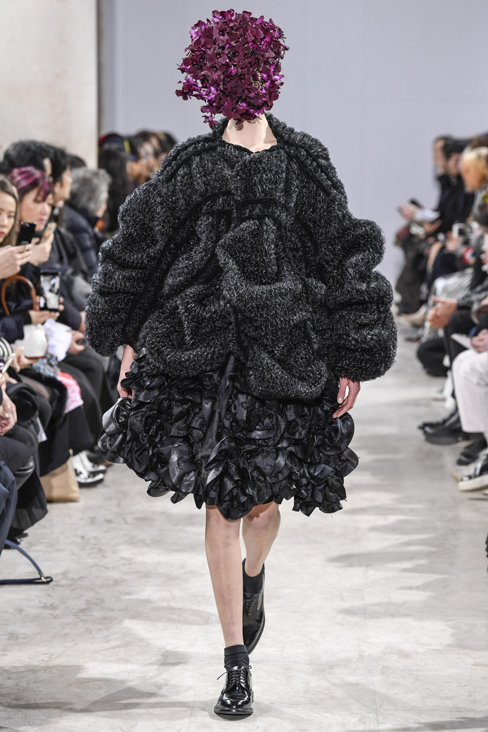 Fashion 2018-2019 Woman Style Noir Kei Ninomiya