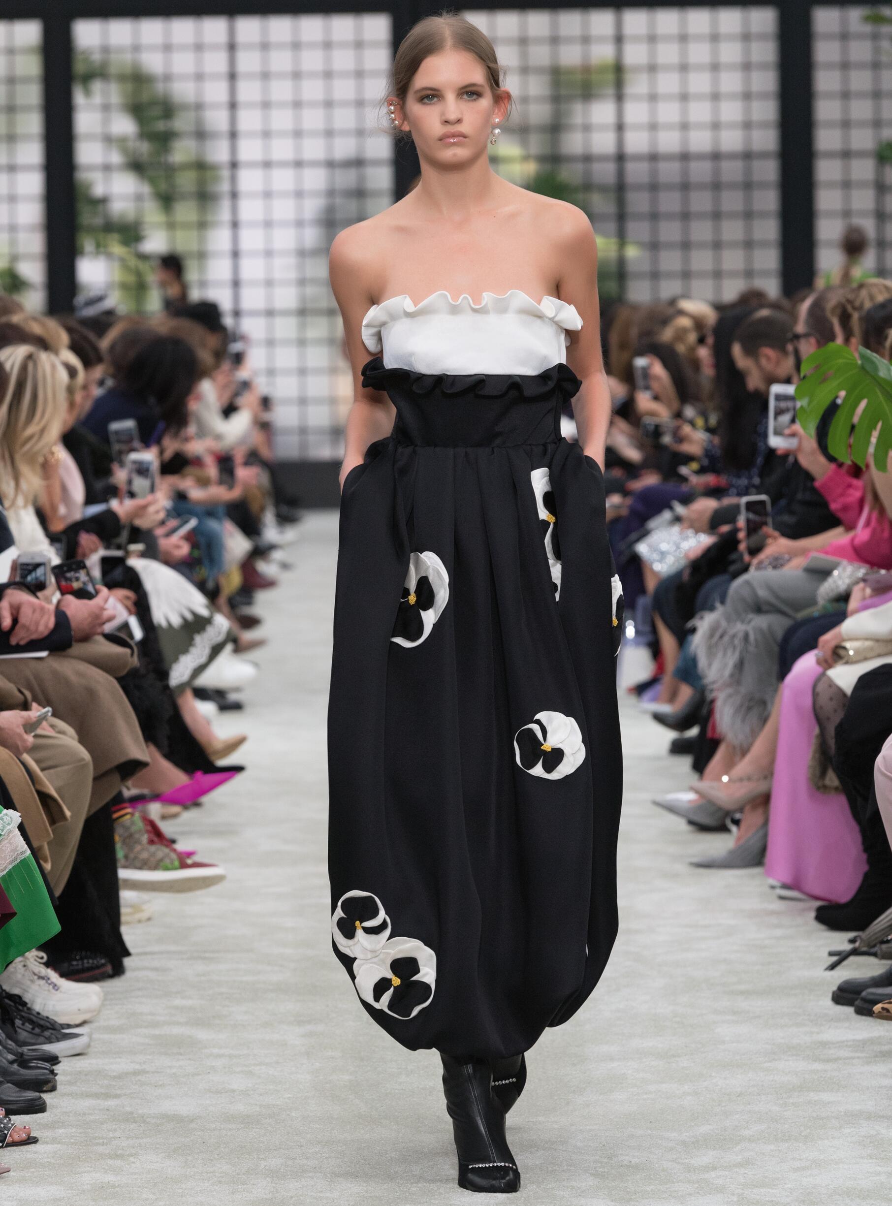 Fashion 2018-2019 Womenswear Style Valentino