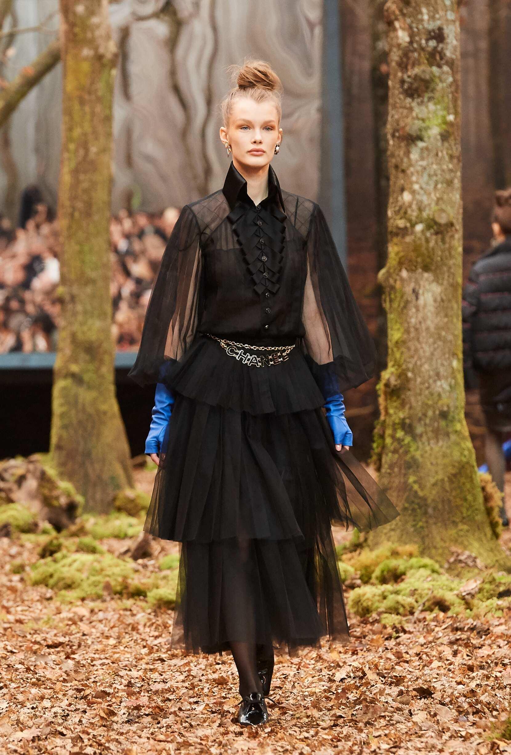 Fashion 2018 Runway Chanel Winter Woman