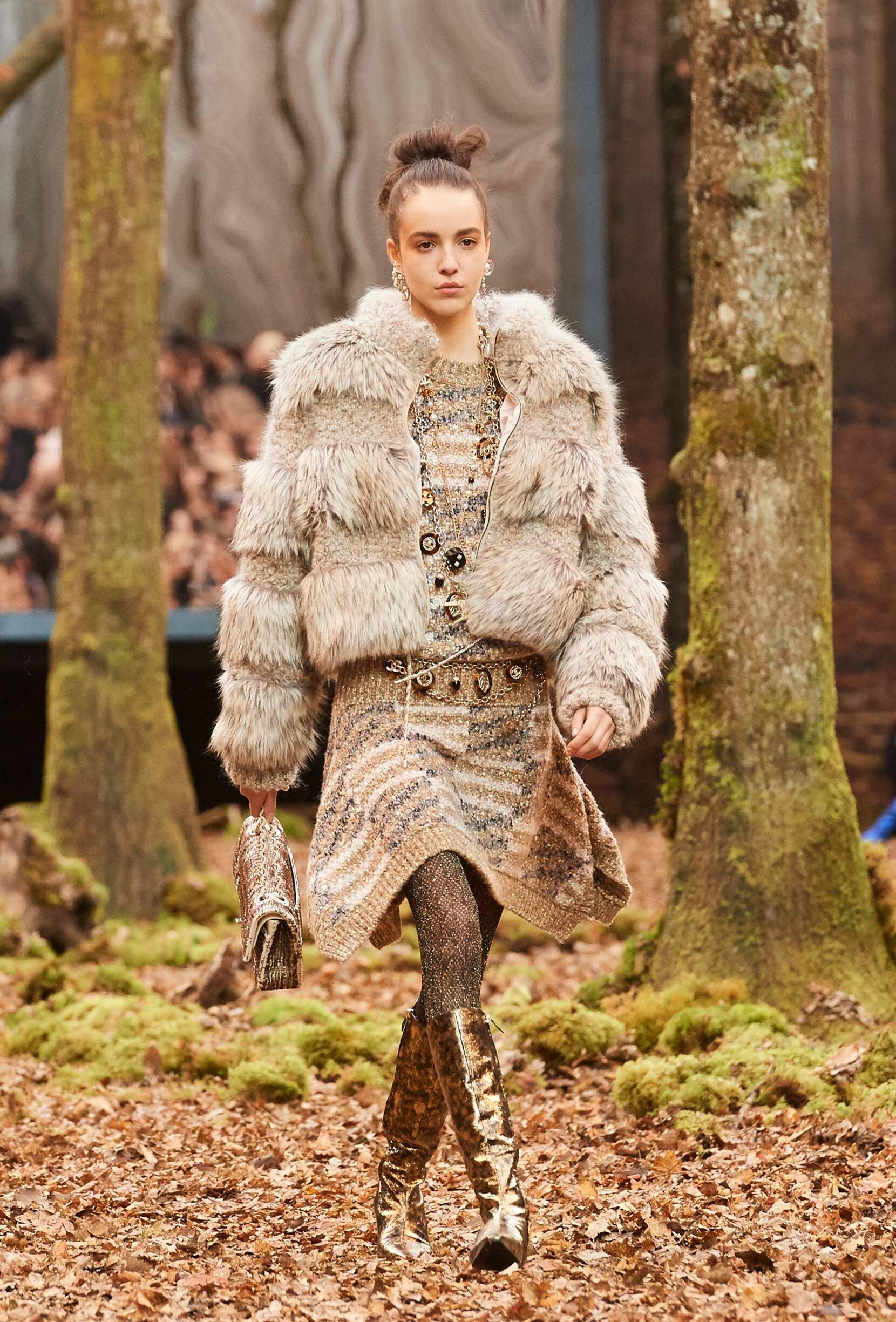 Fashion 2018 Runway Chanel Winter
