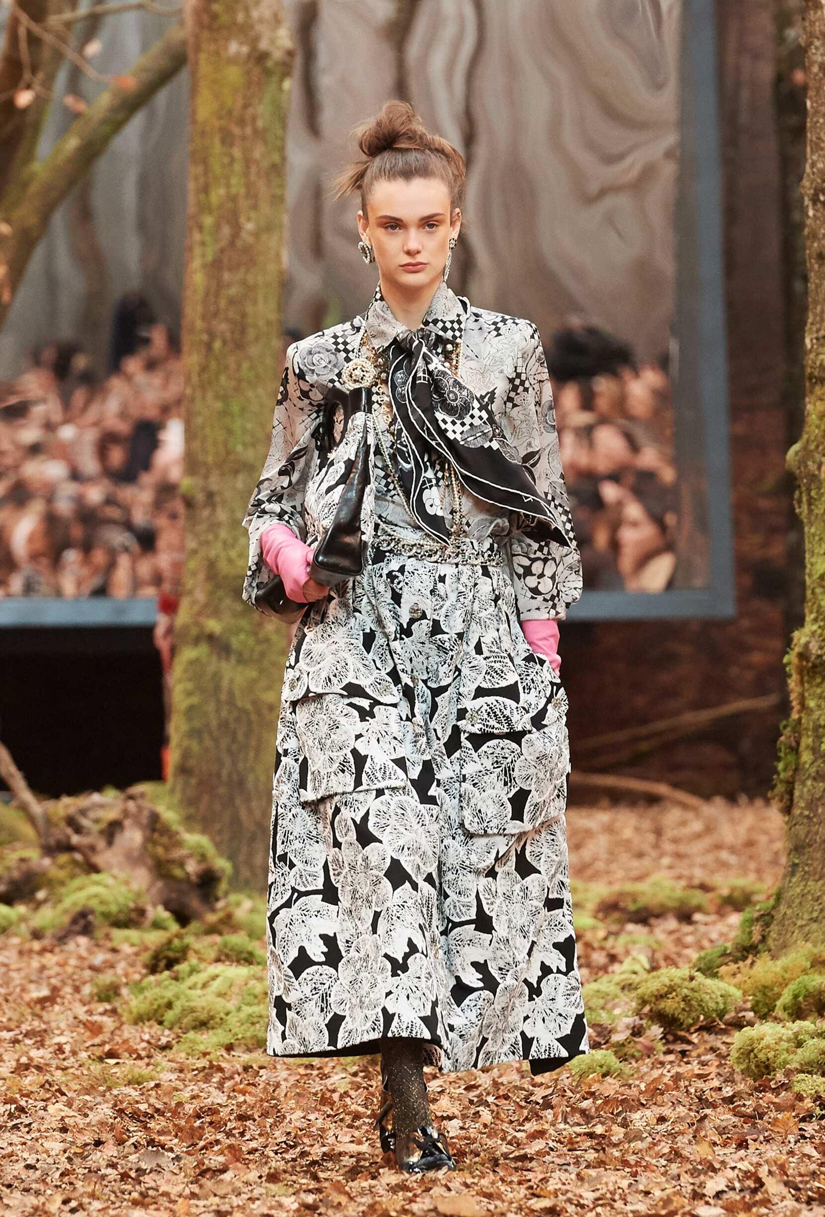 Fashion 2018 Woman Style Chanel