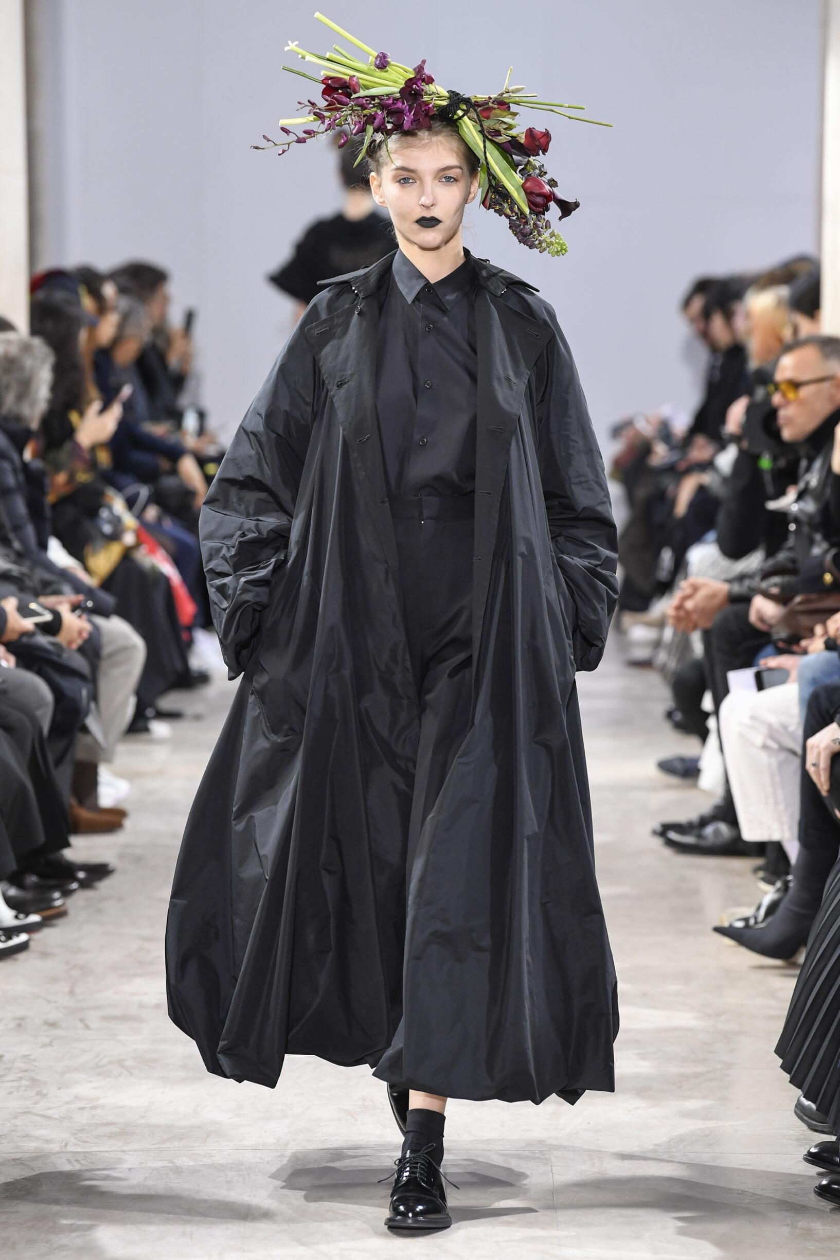 Fashion Woman Model Noir Kei Ninomiya Catwalk