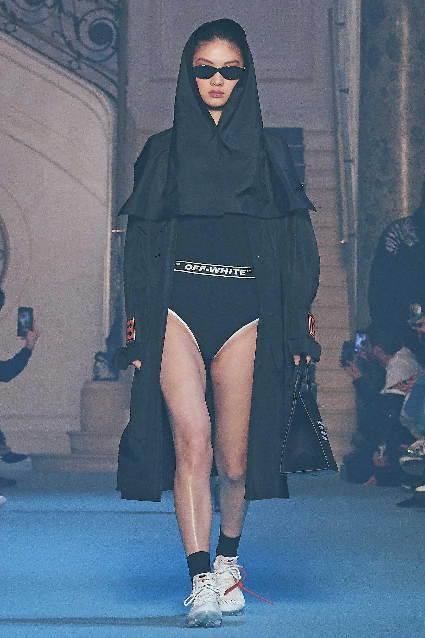 Fashion Woman Model Off-White Catwalk
