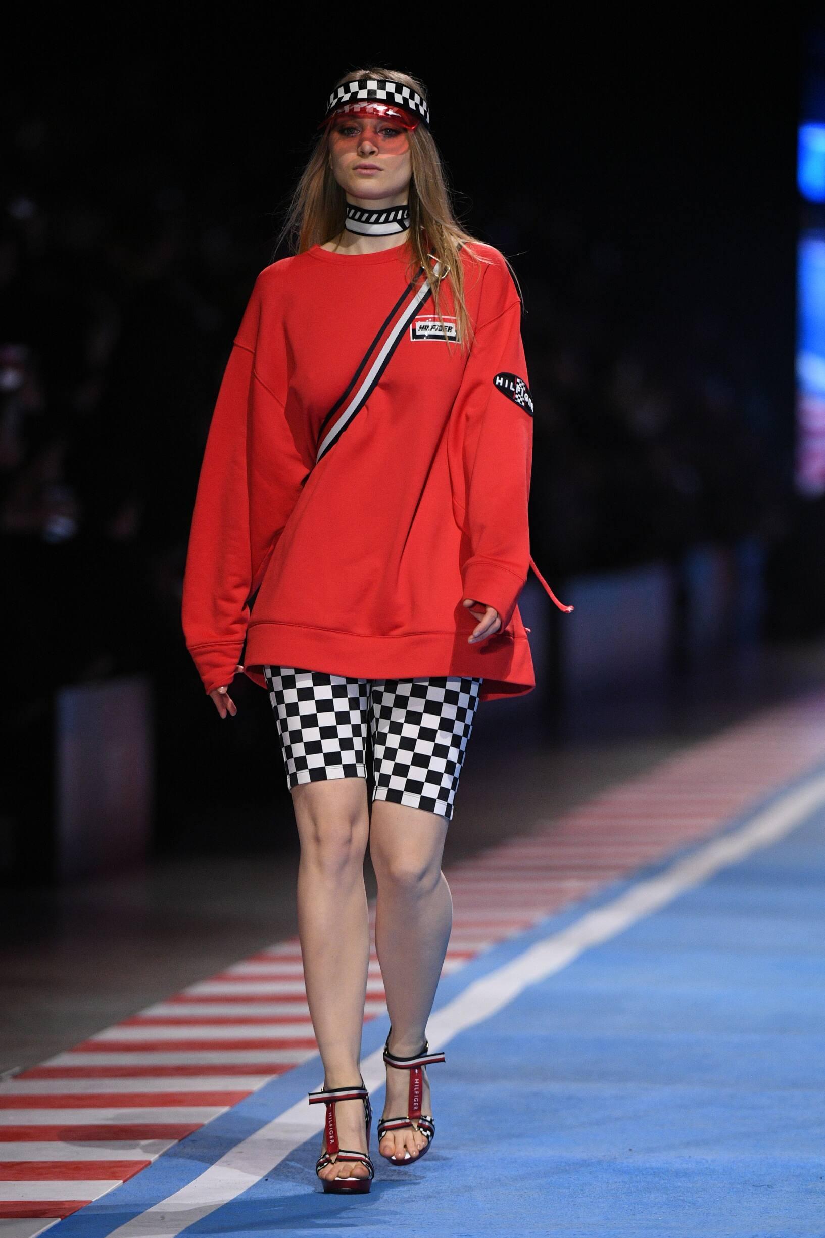 Fashion Woman Model Tommy Now Drive Catwalk