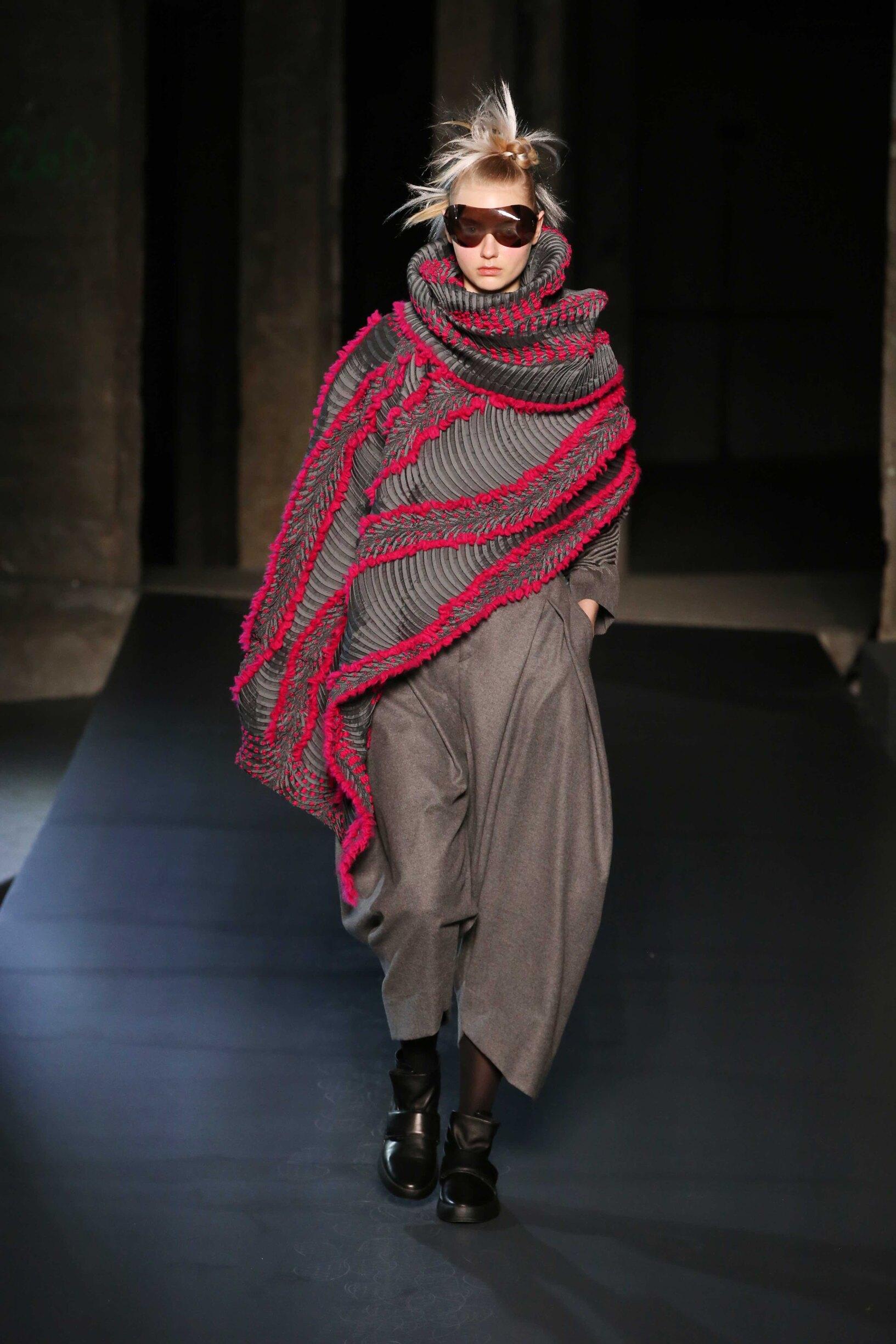 Issey Miyake Winter 2018 Woman Catwalk