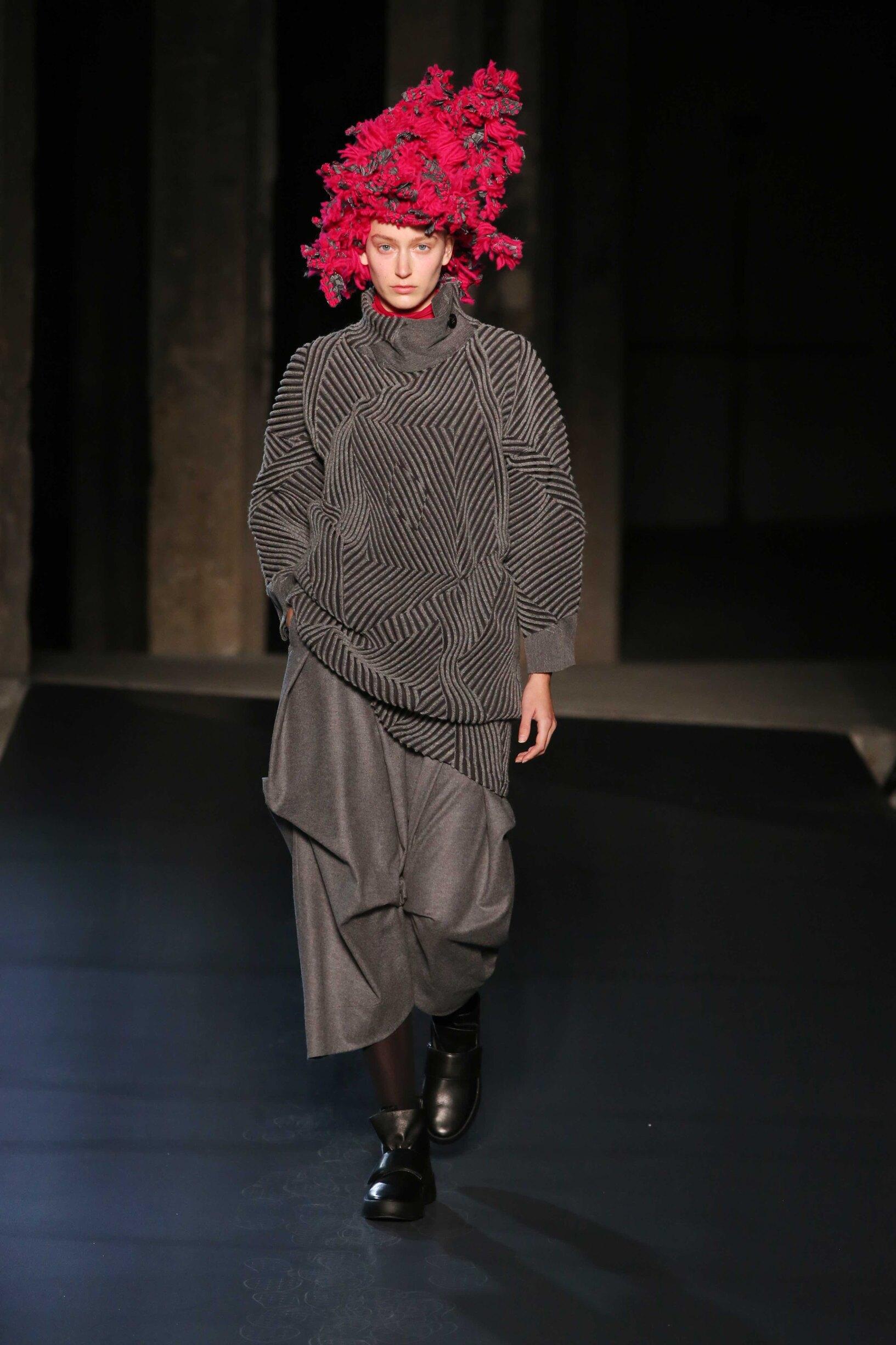 Model Catwalk Issey Miyake