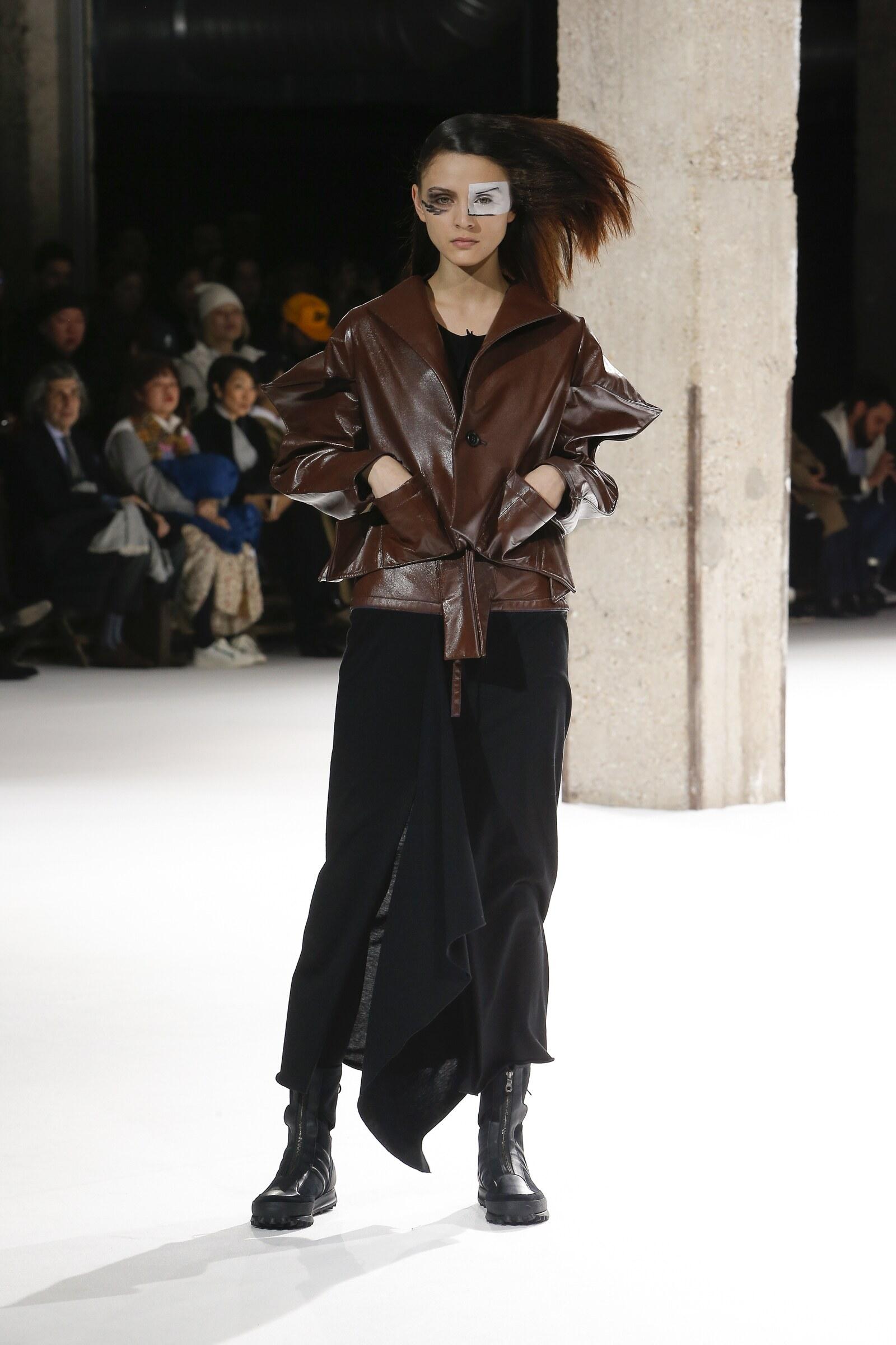 Model Catwalk Yohji Yamamoto