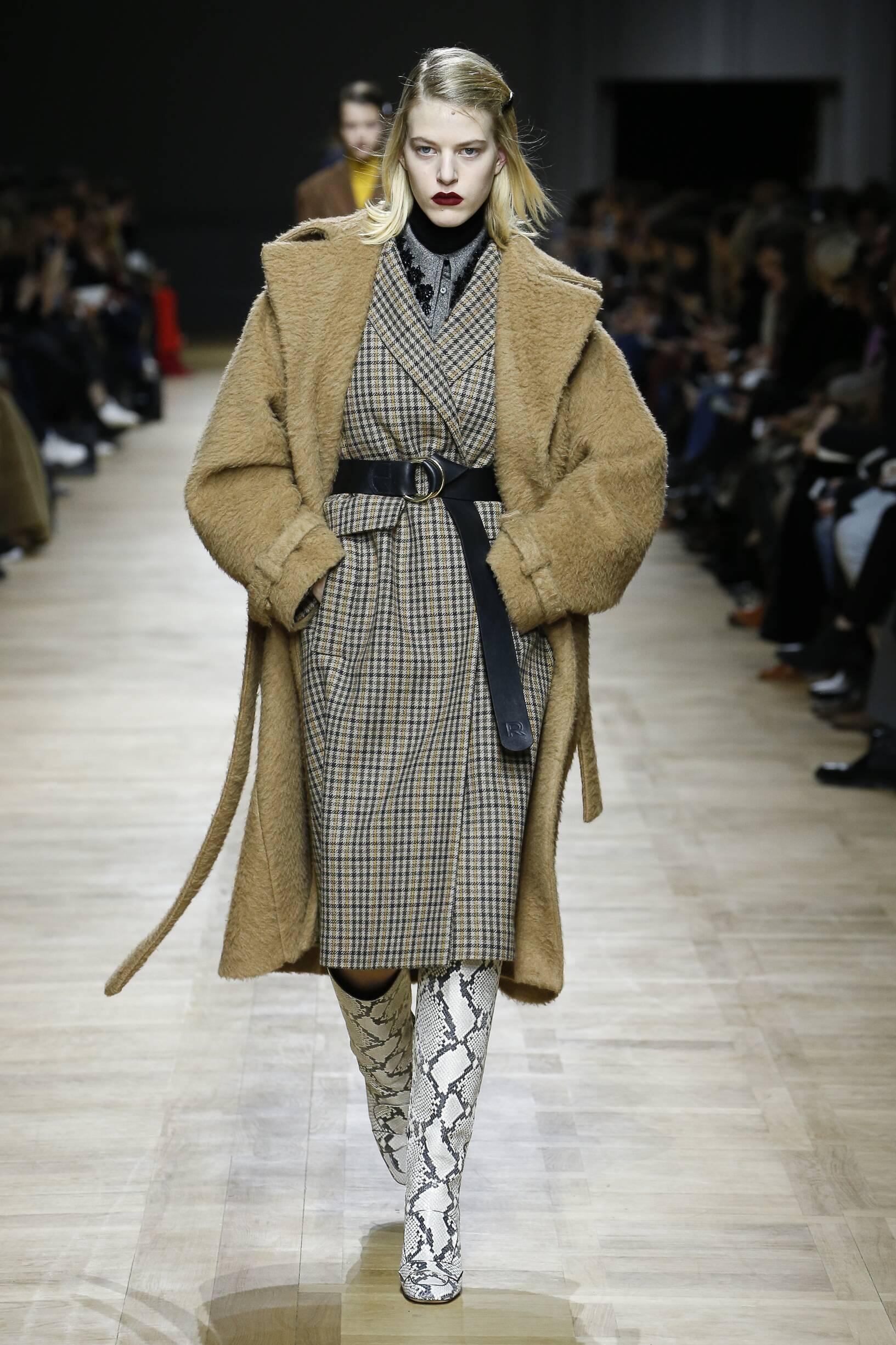 Model Fashion Show Rochas