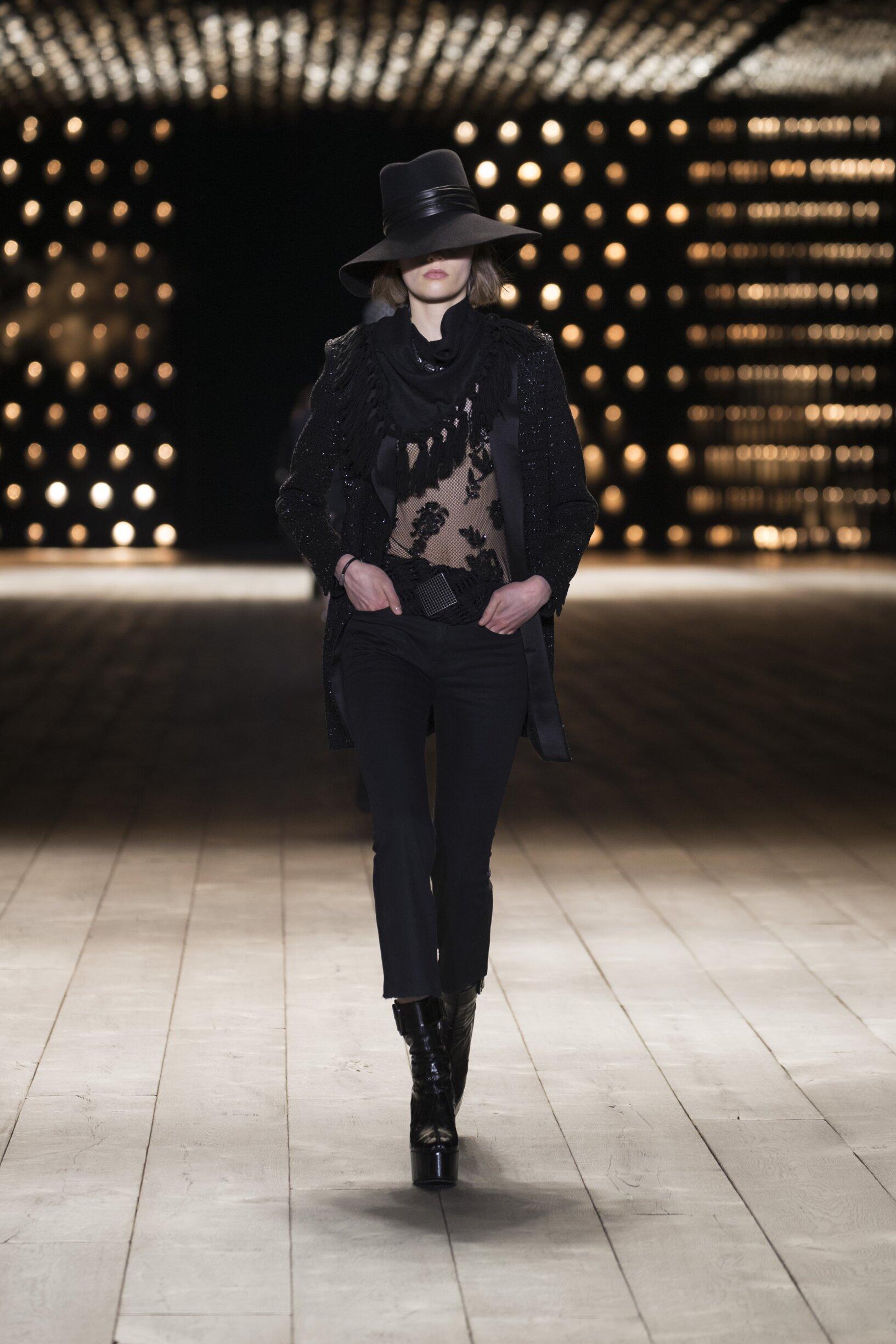 Model Fashion Show Saint Laurent