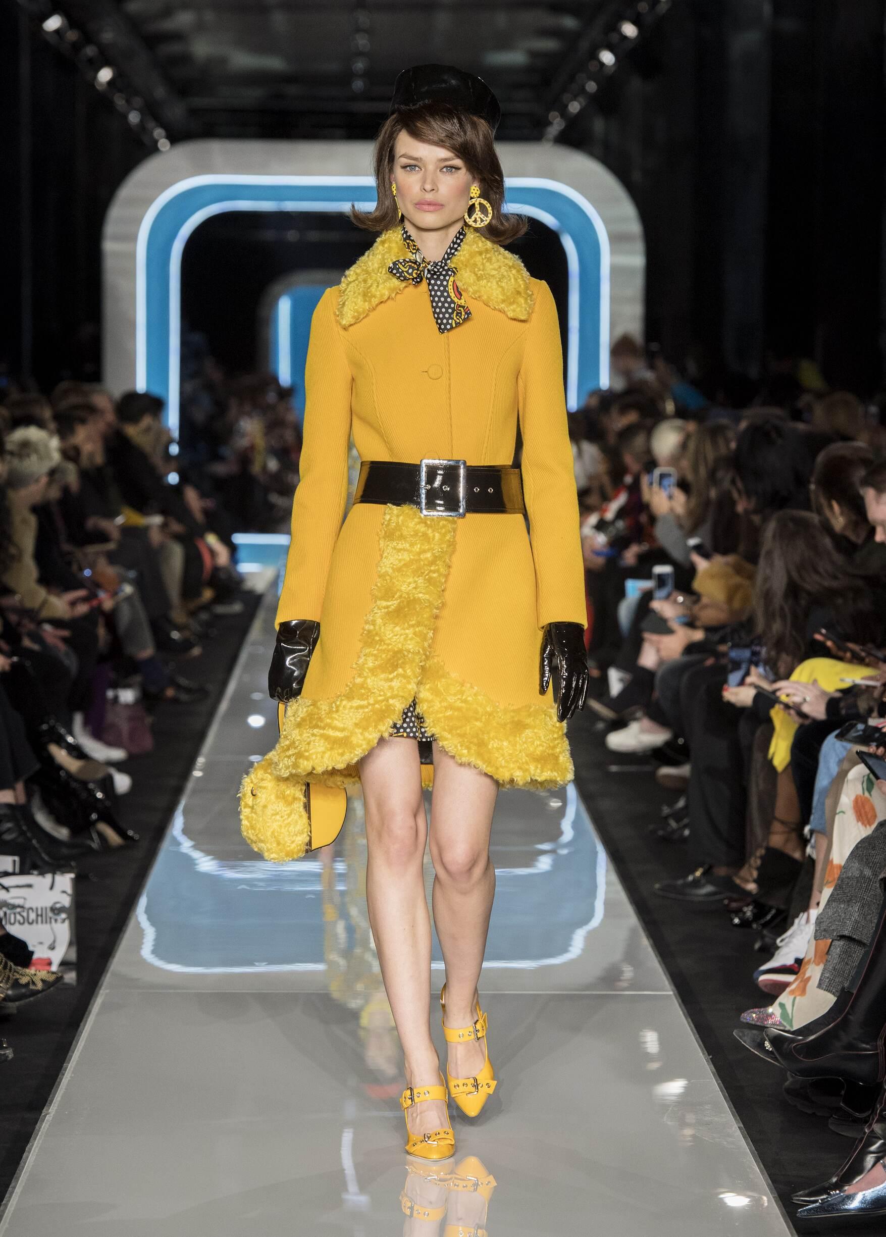 Moschino Winter 2018 Woman Catwalk