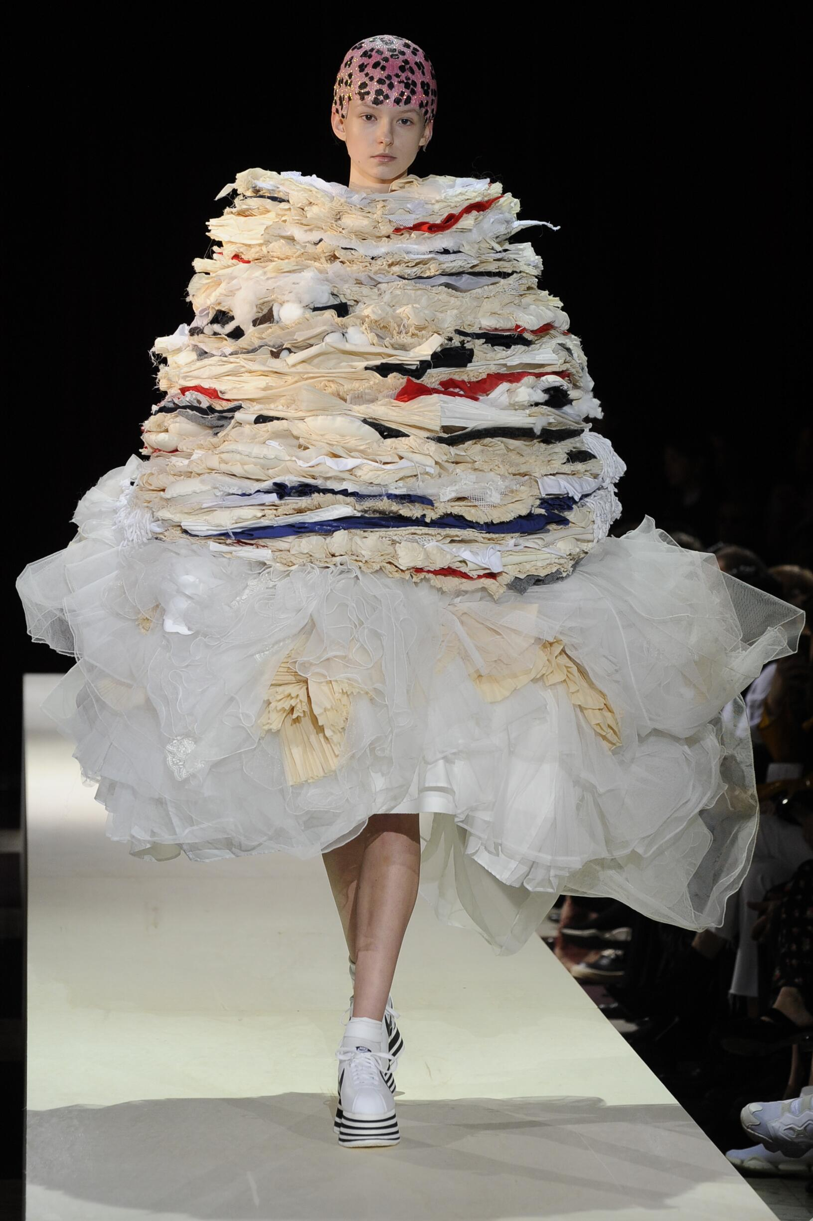 Runway Comme des Garçons Fall Winter 2018 Women's Collection Paris Fashion Week
